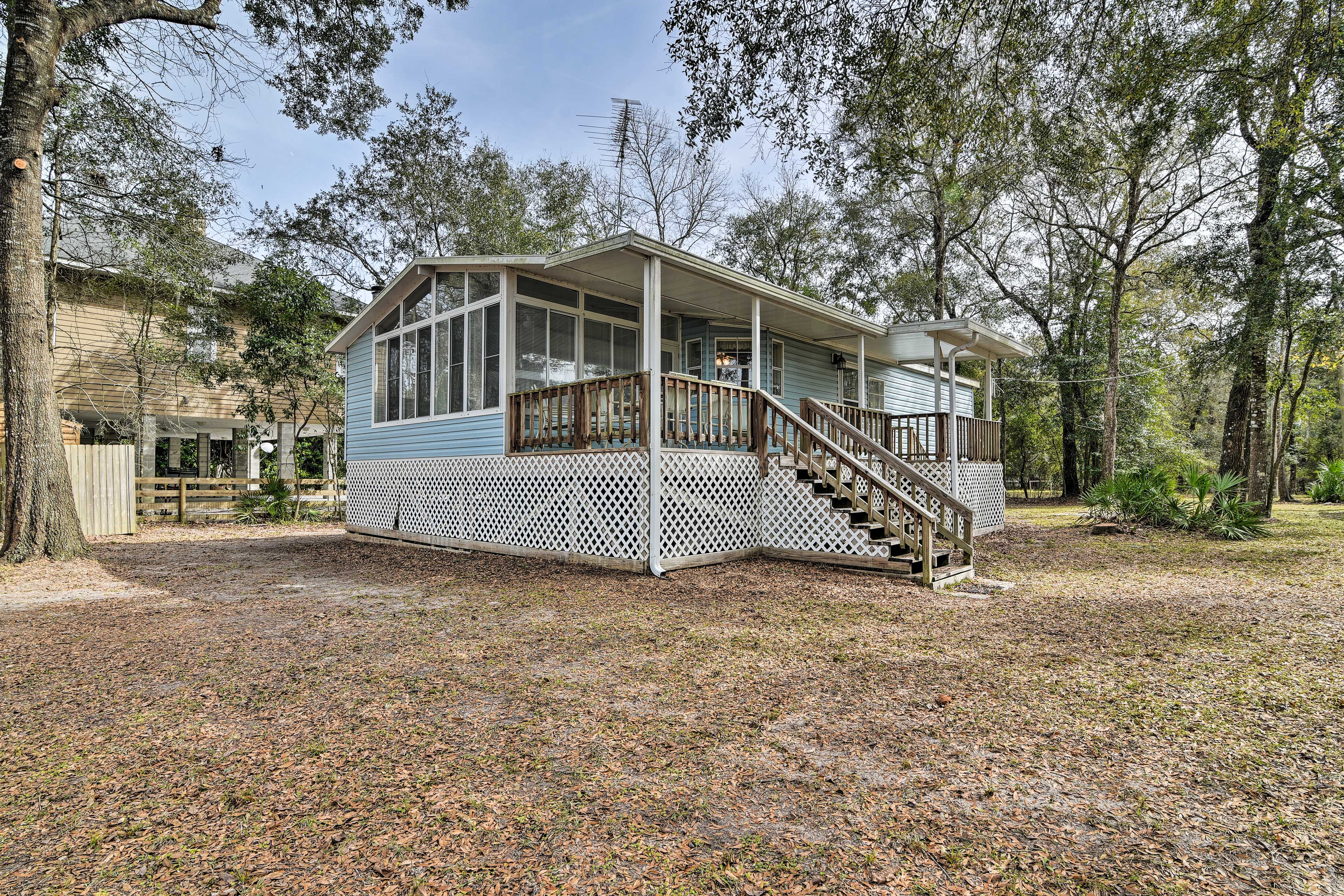 Step into a great Florida vacation with this home!