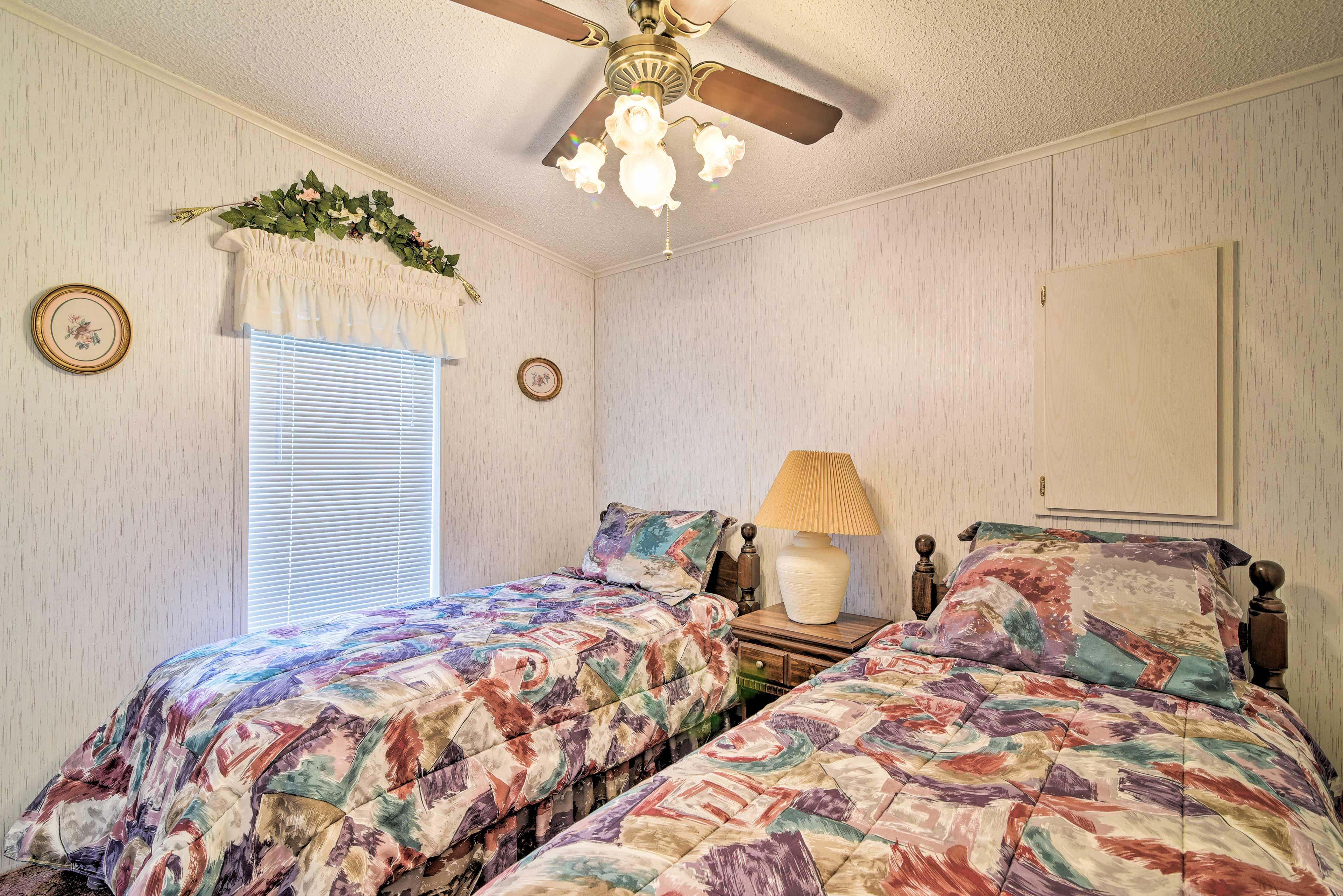 Two more guests can call these twin beds home.