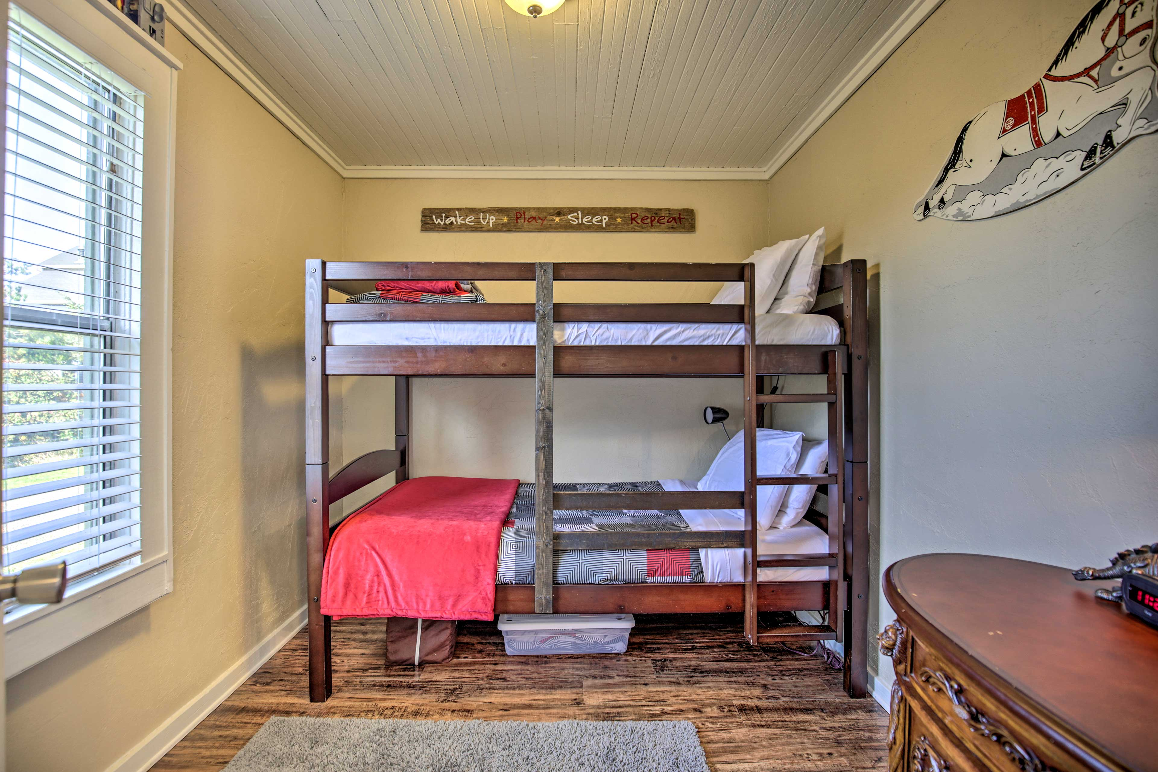 Take your pick of top of bottom bunk.