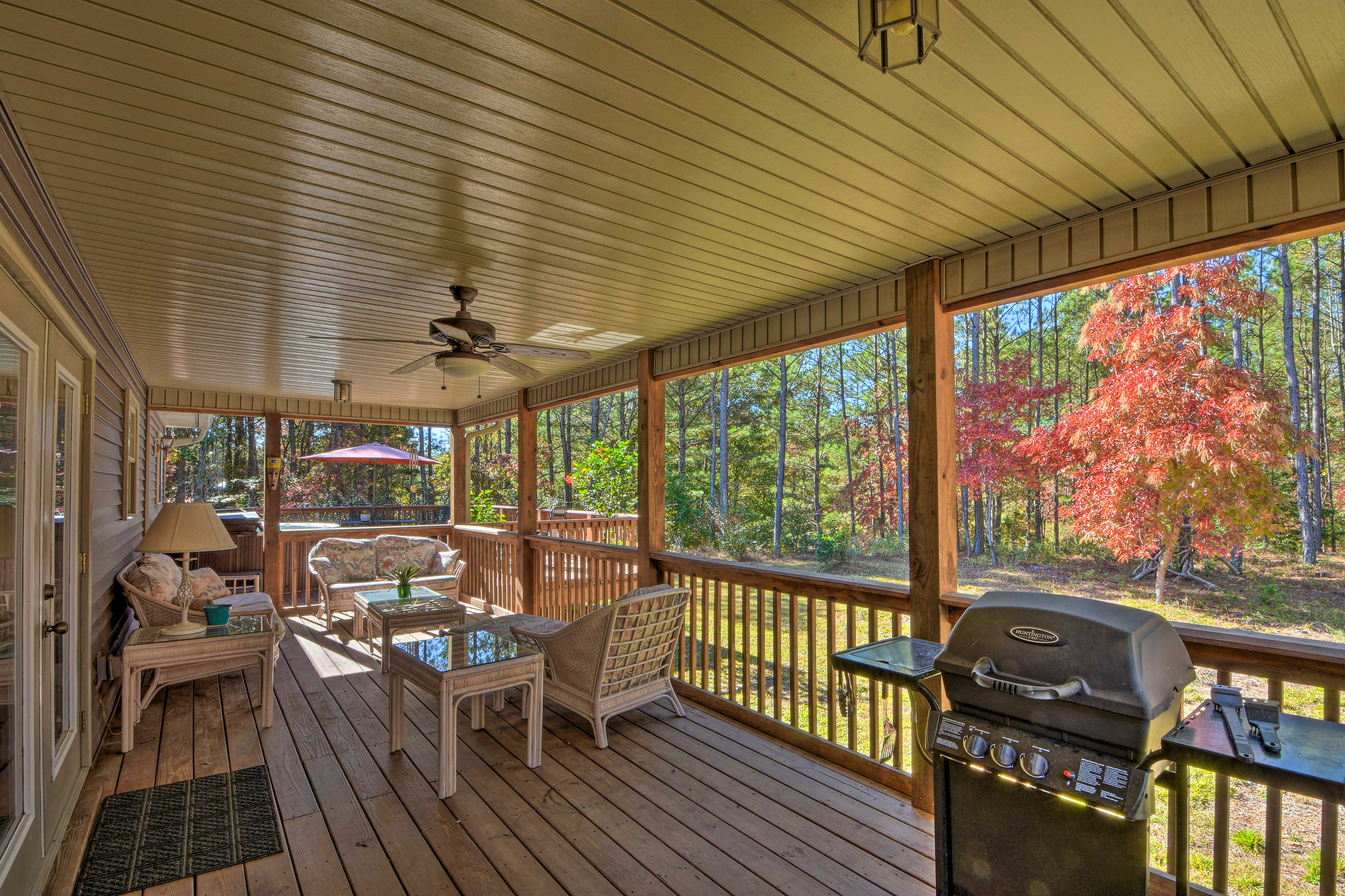 This vacation rental offers a beautiful interior and exterior for up to 6 guests