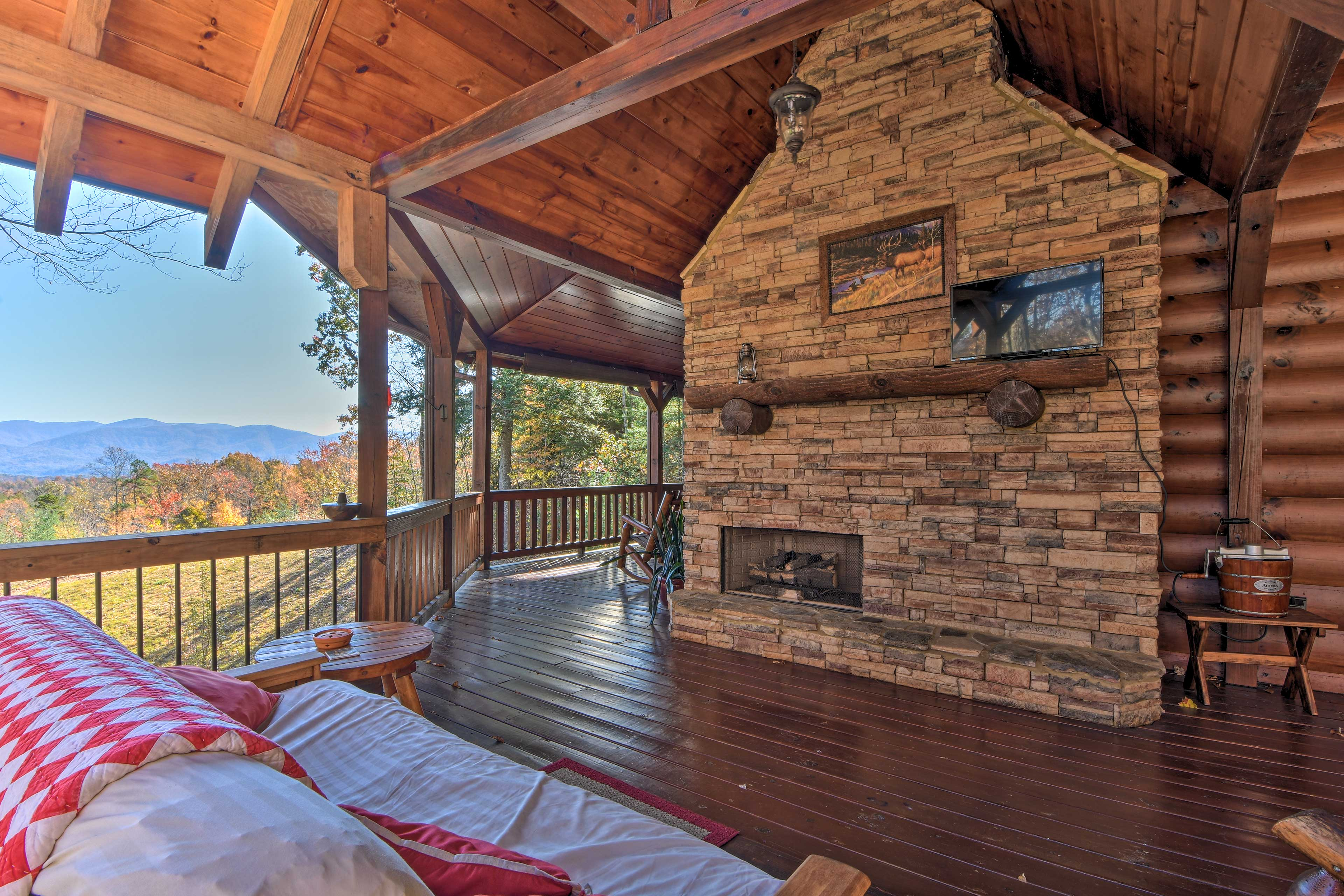 Curl up by the outdoor fire and watch the spectacular sunset over the mountains.