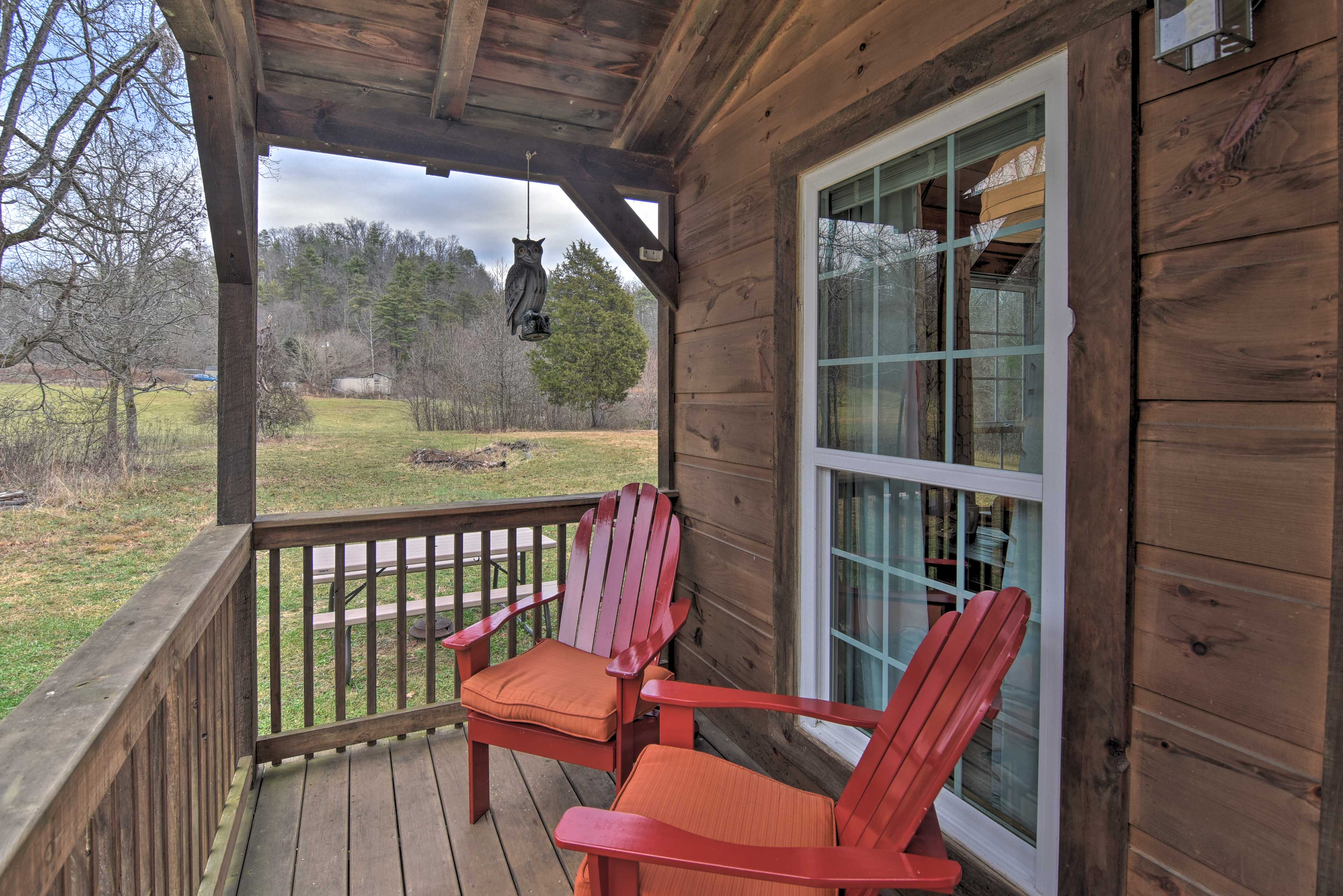 This Bristol cabin is surrounded by TVA land.
