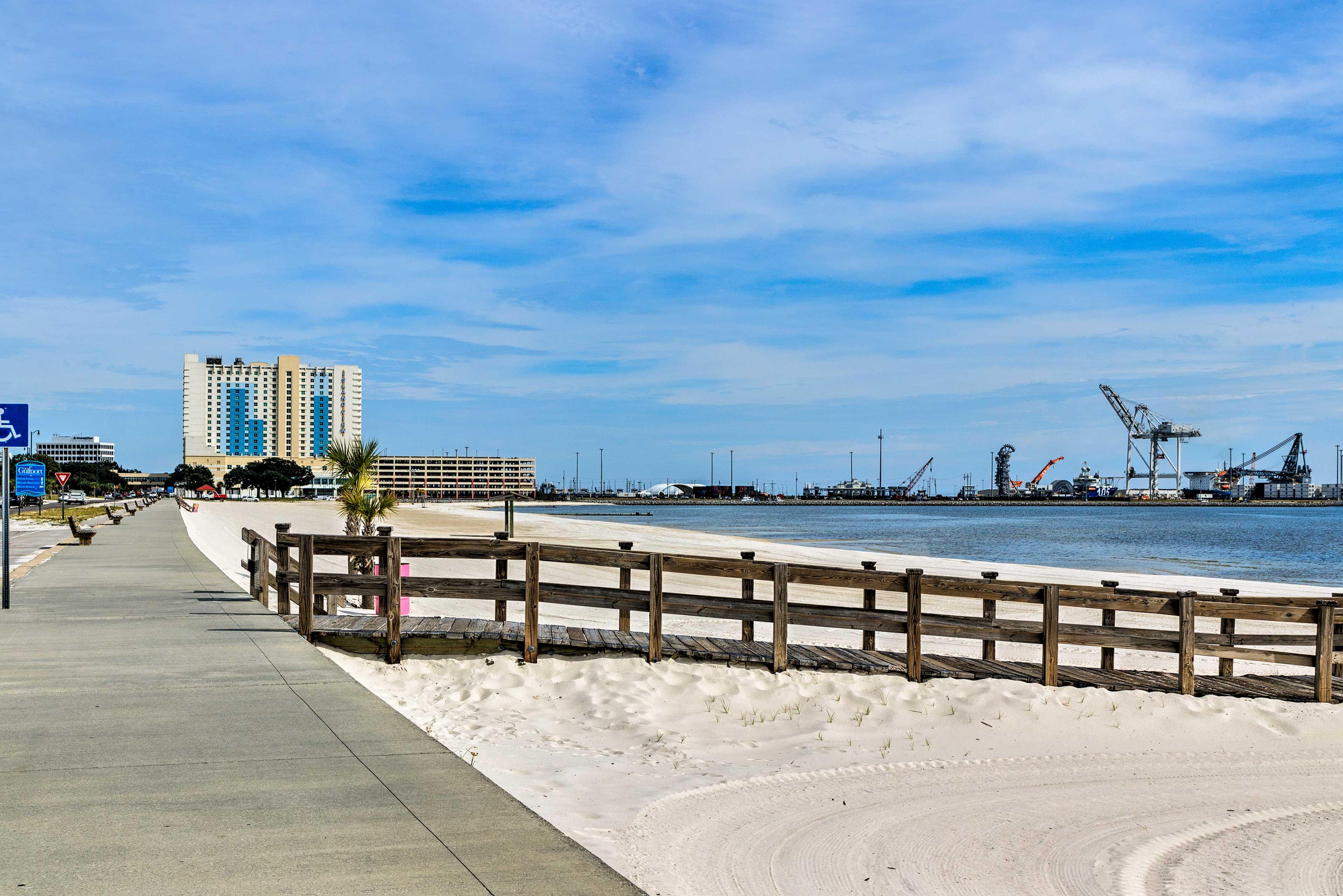 Walk to Beach & Pier