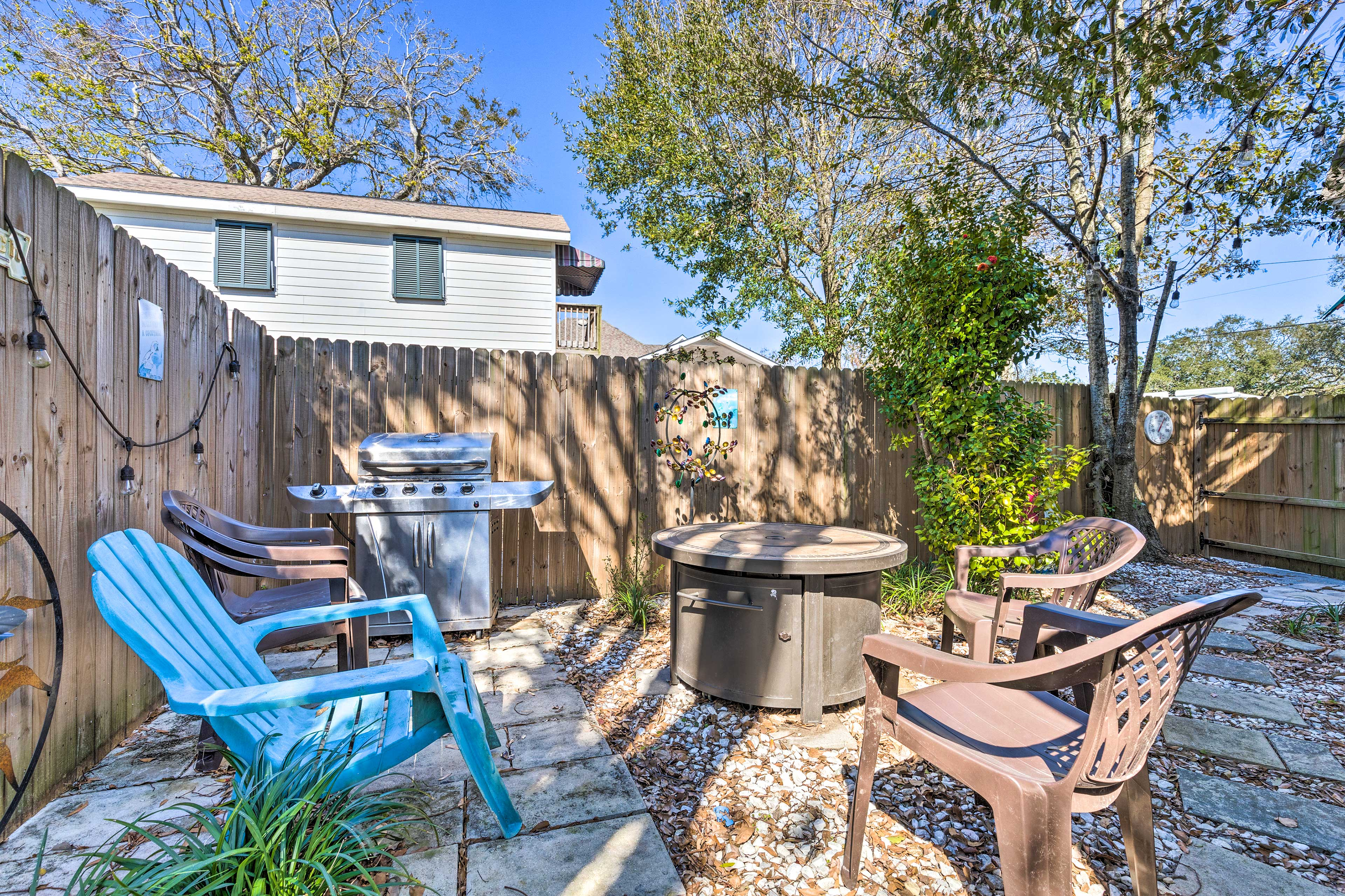 Private Backyard   Fully Fenced   Gas Grill Unavailable