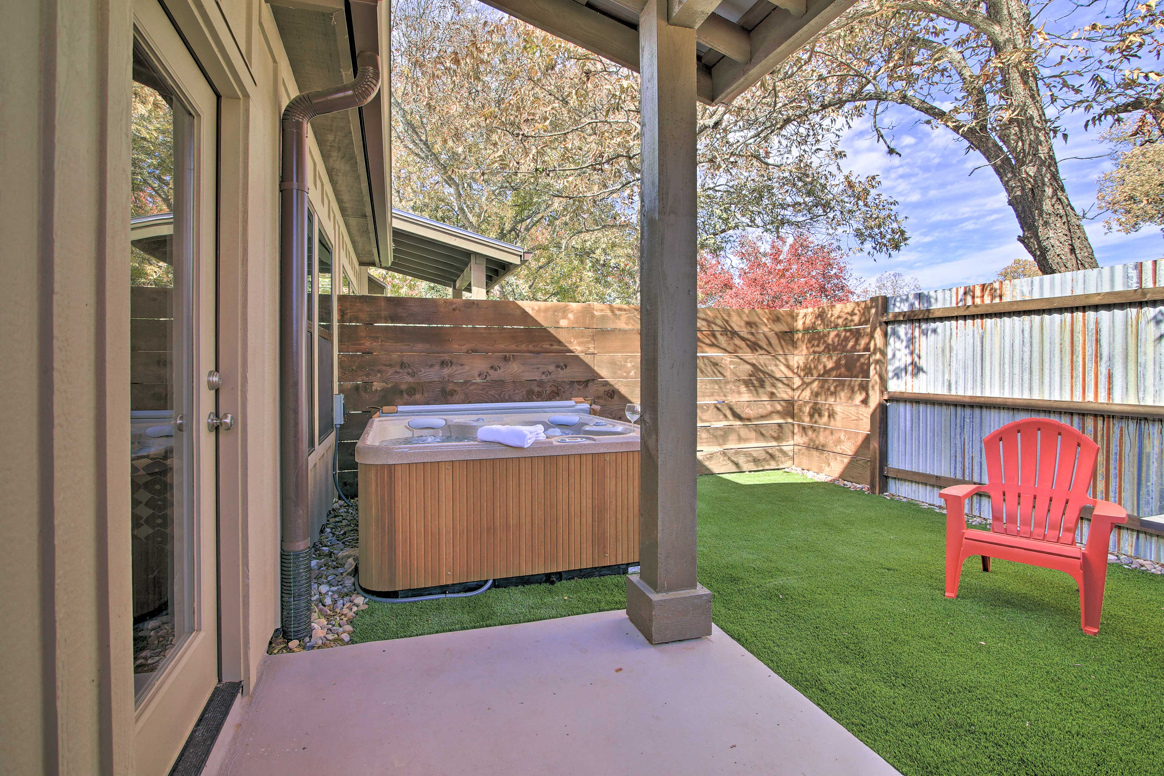Fully fenced, the backyard offers plenty of peace and privacy!