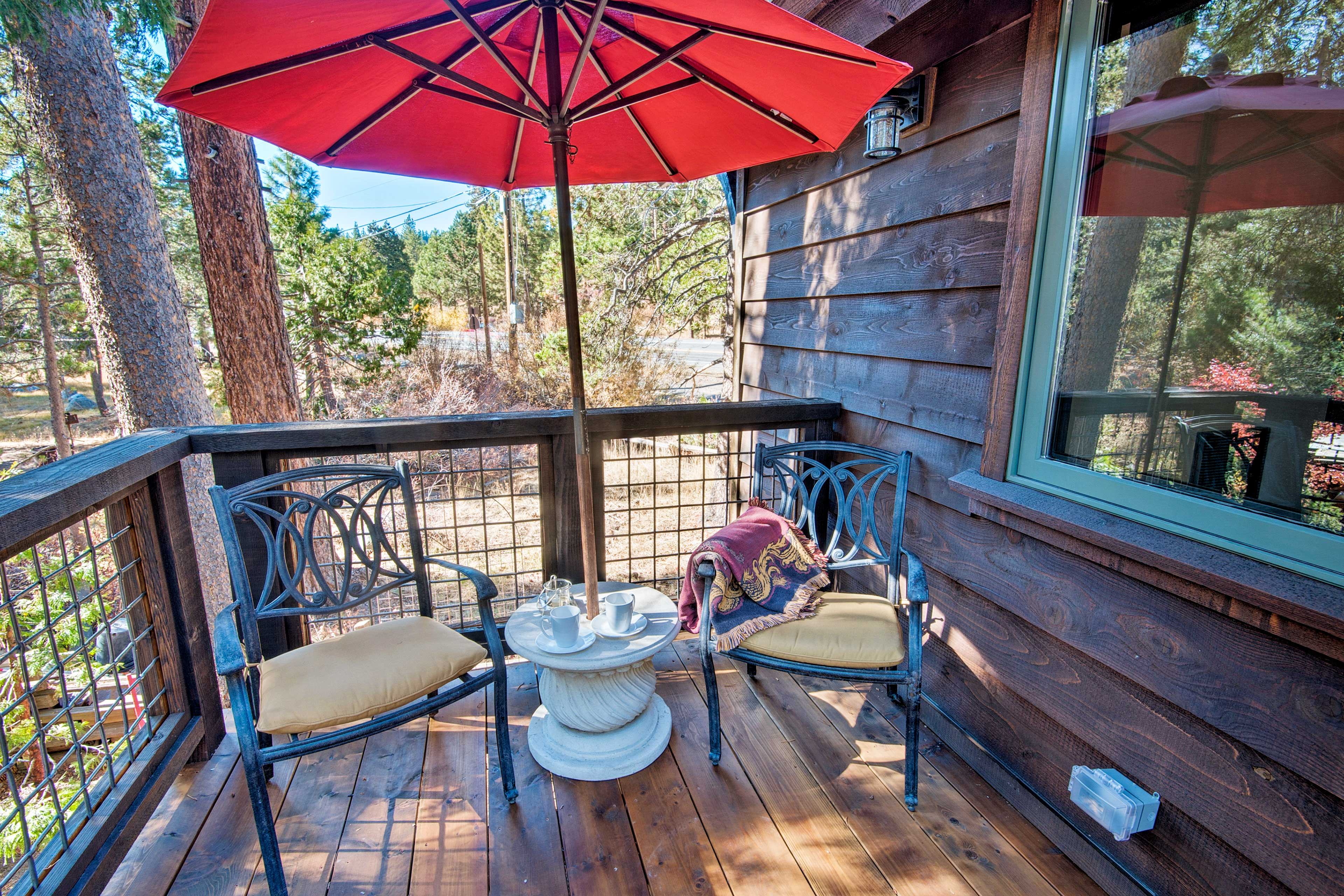 The 1-bed, 1-bath guest house is deal for a romantic couple's retreat.