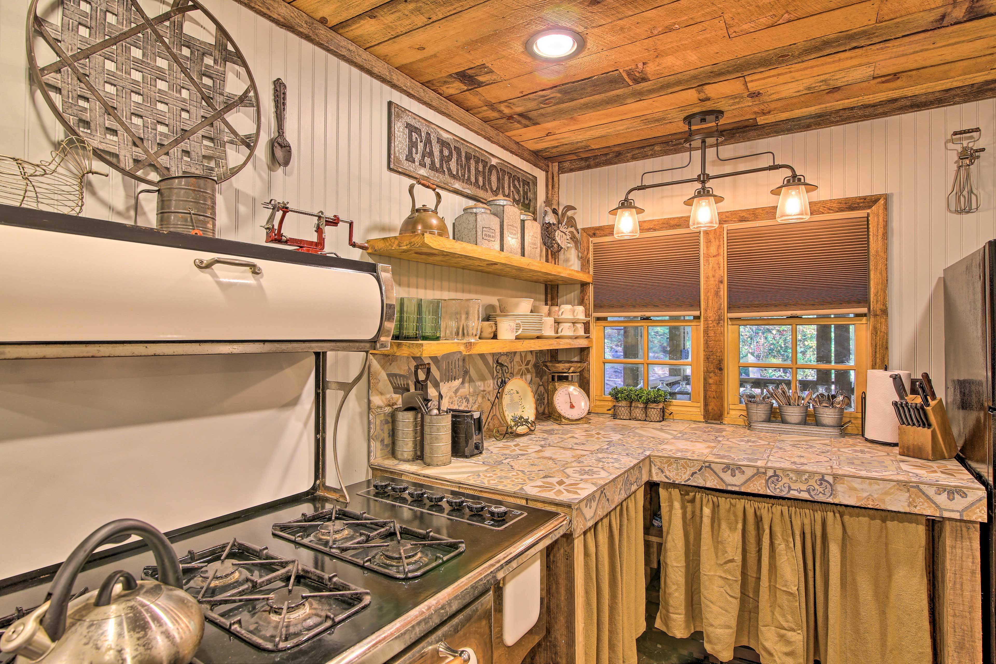 Prepare meals together in this fully equipped, farmhouse kitchen!