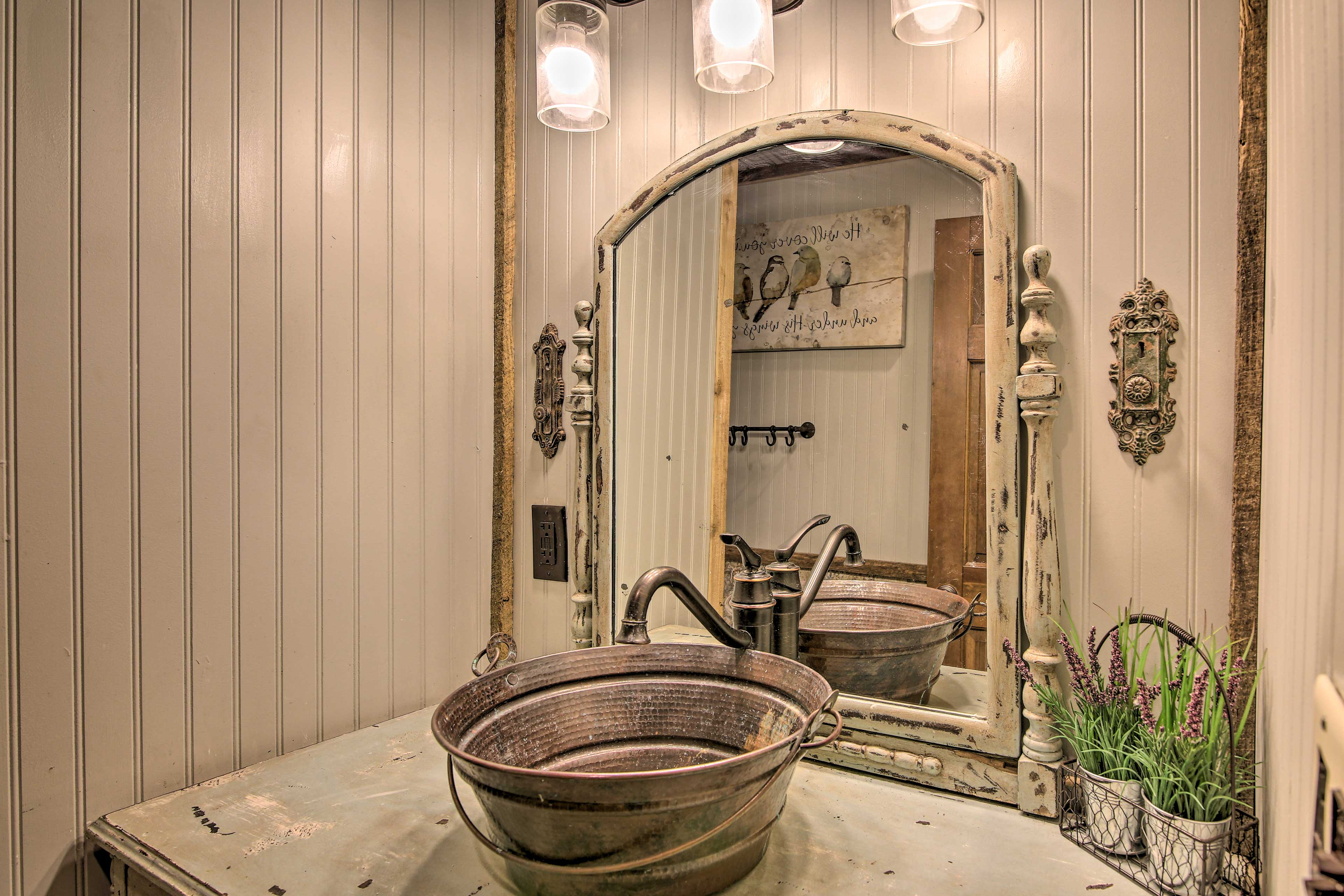 The rustic decor continue with a unique sink and mirror in the master bathroom.