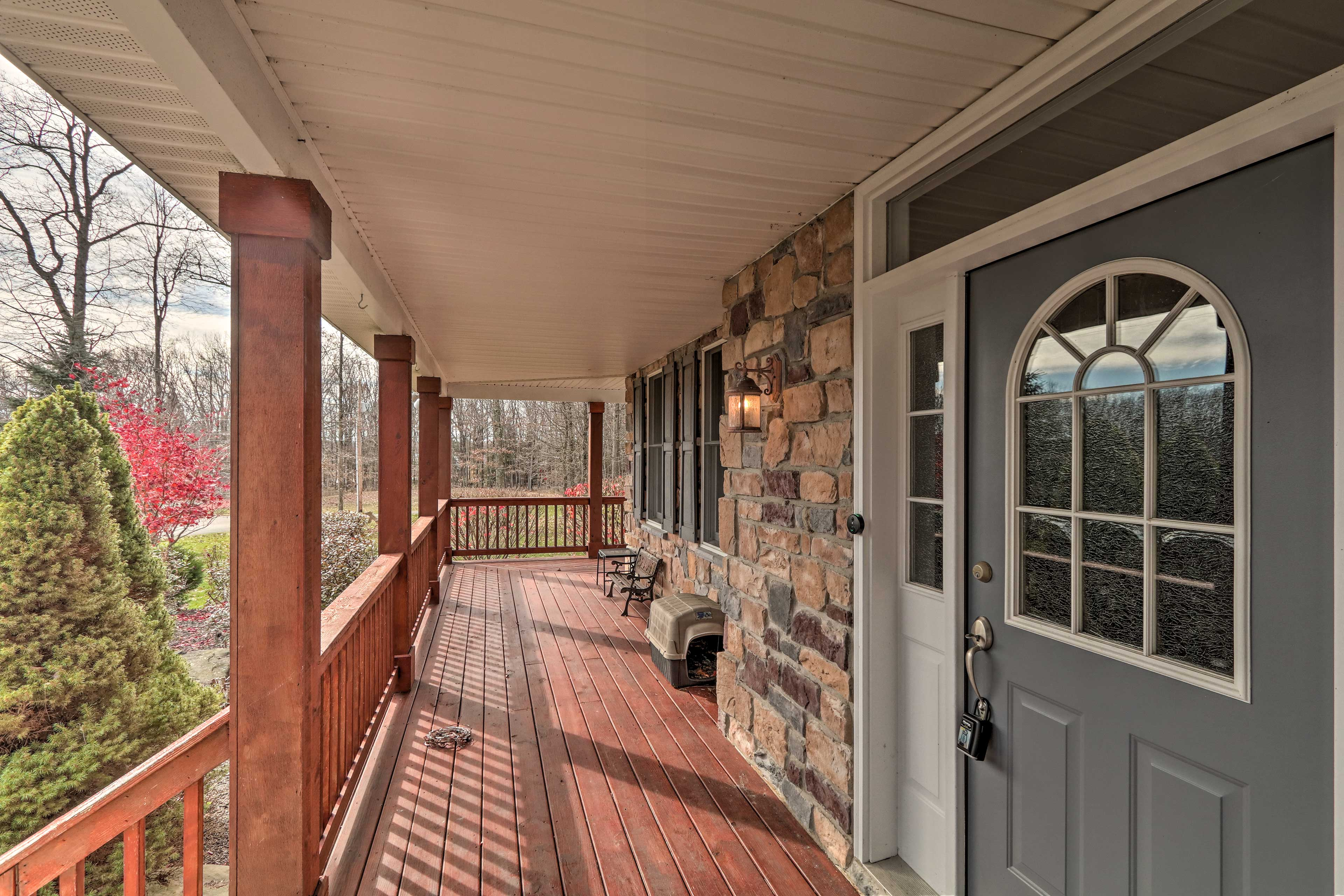 This Long Pond vacation rental welcomes you and your loved ones.