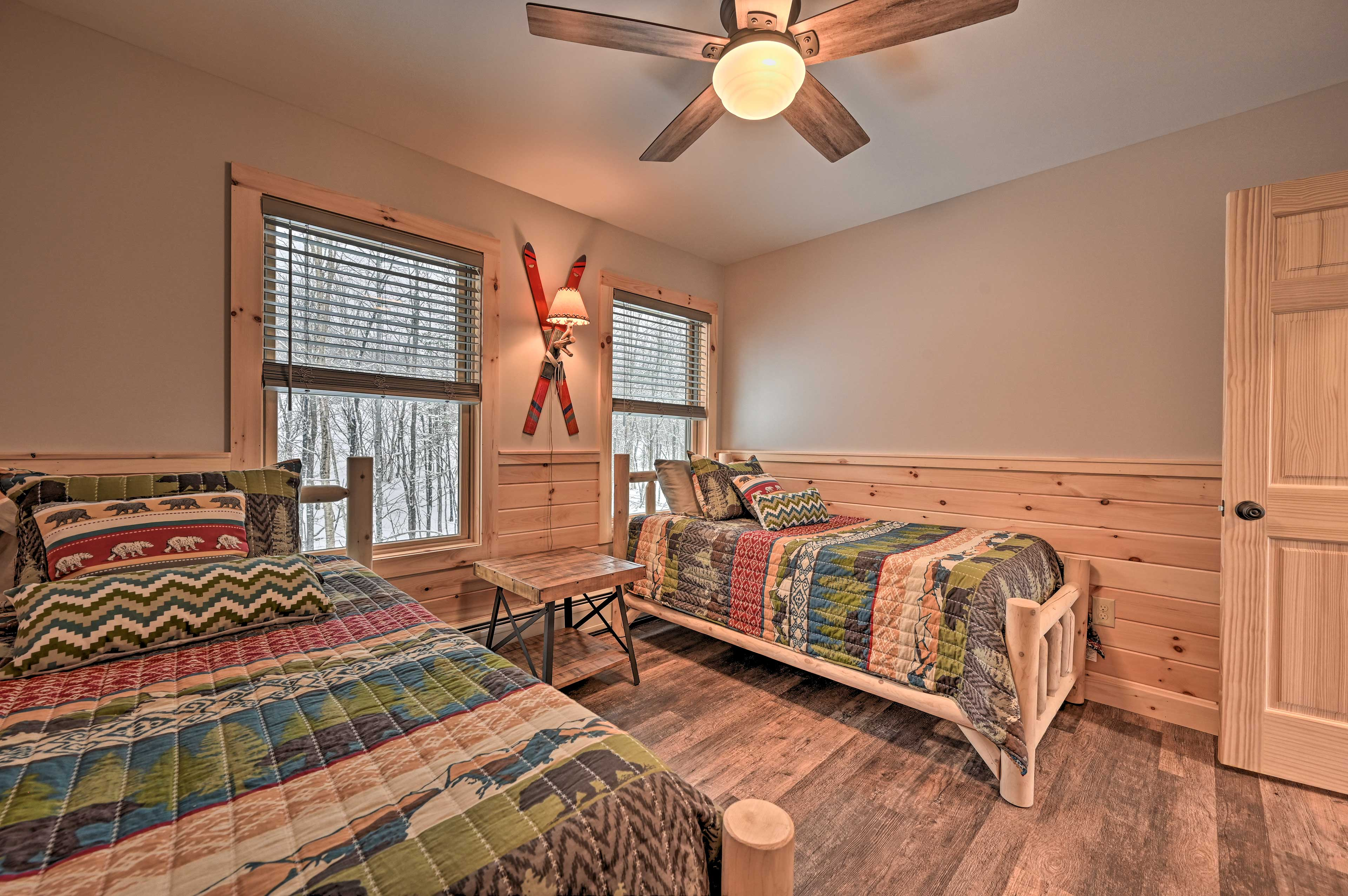 This room is great for 2 with 2 twin beds.