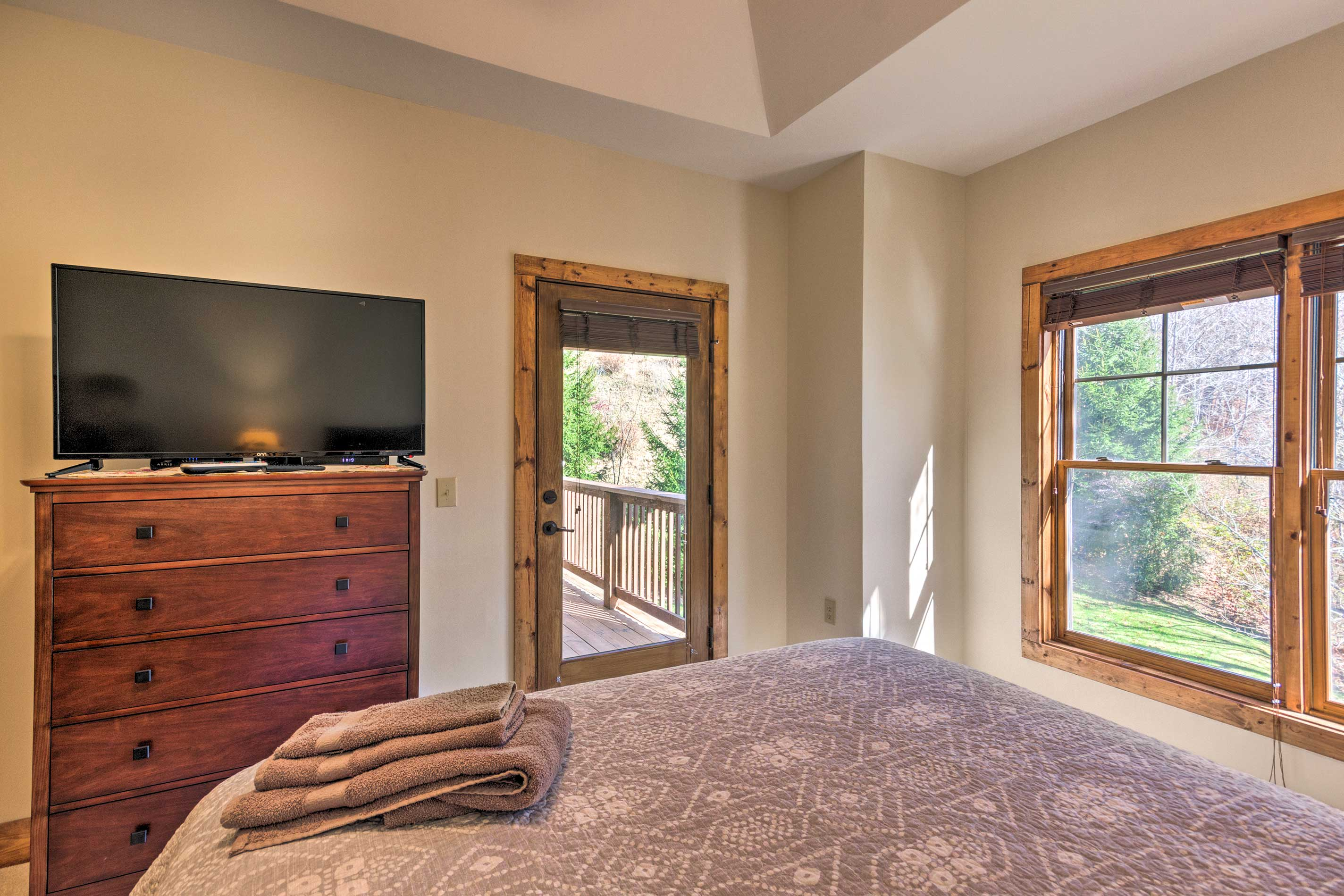 The room boasts a cable TV and balcony access.