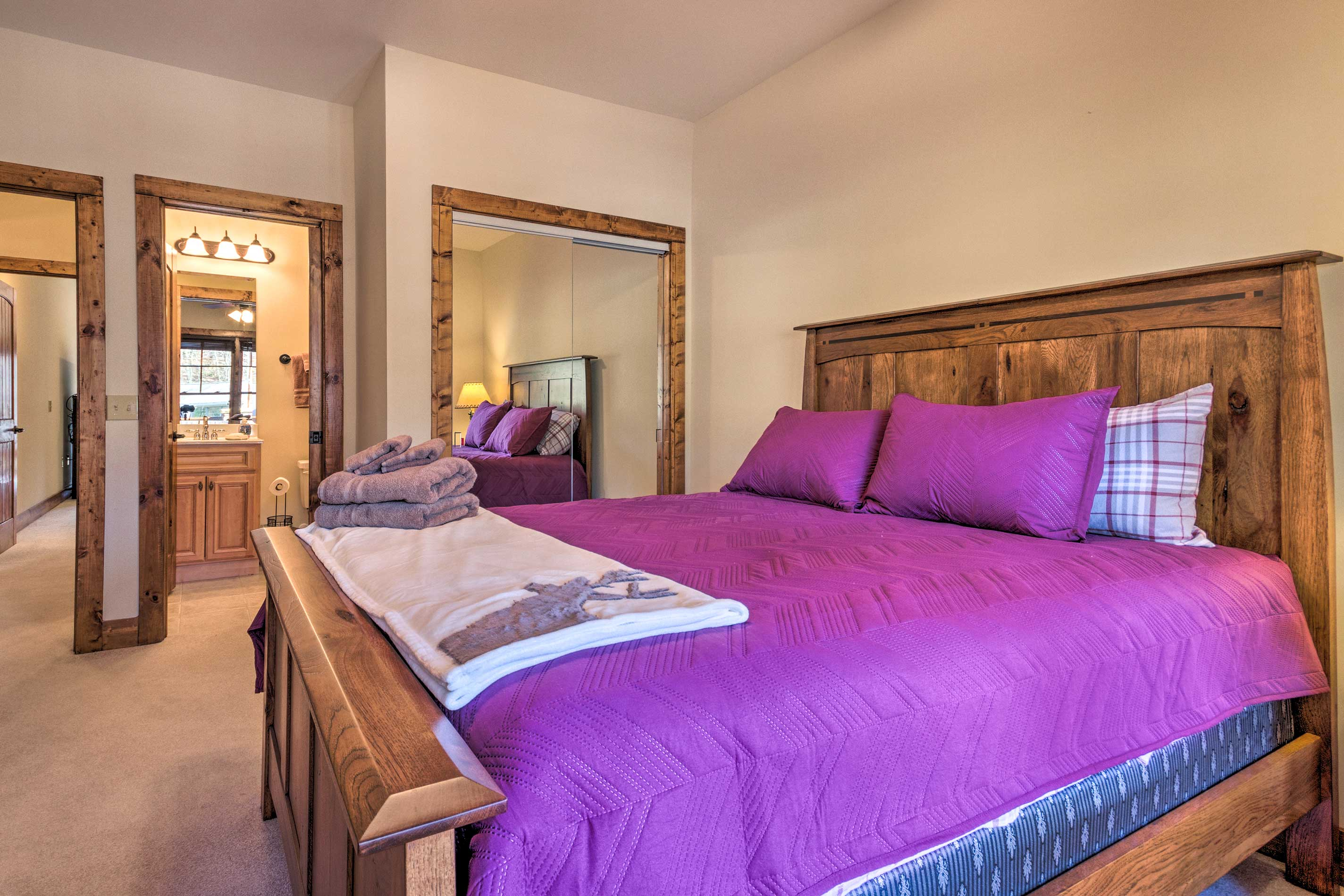 This bedroom also features a queen-sized bed.
