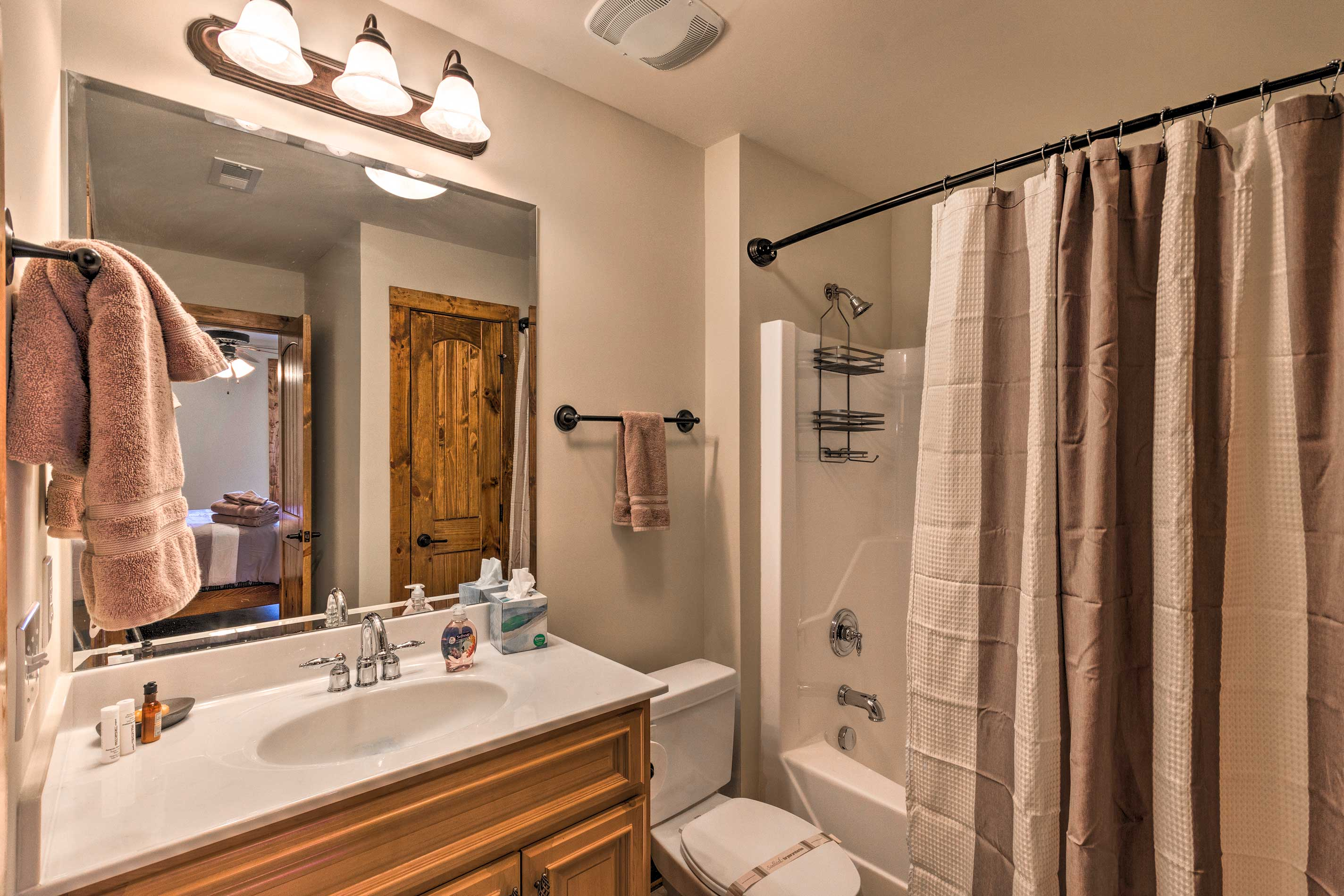 All 3 bedrooms connect to full en-suite bathrooms.