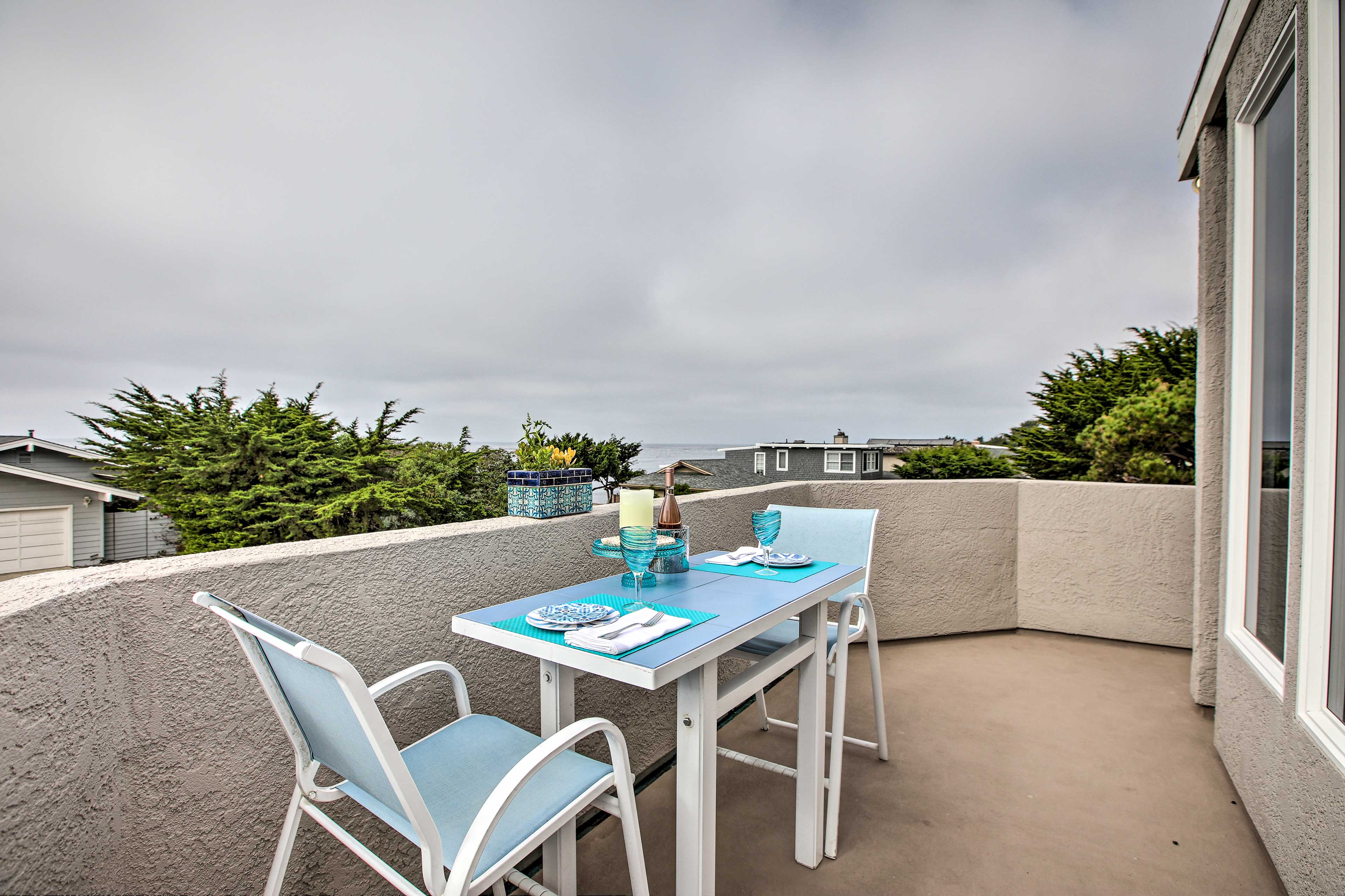 The home can sleep up to 6 guests and features stunning ocean views.
