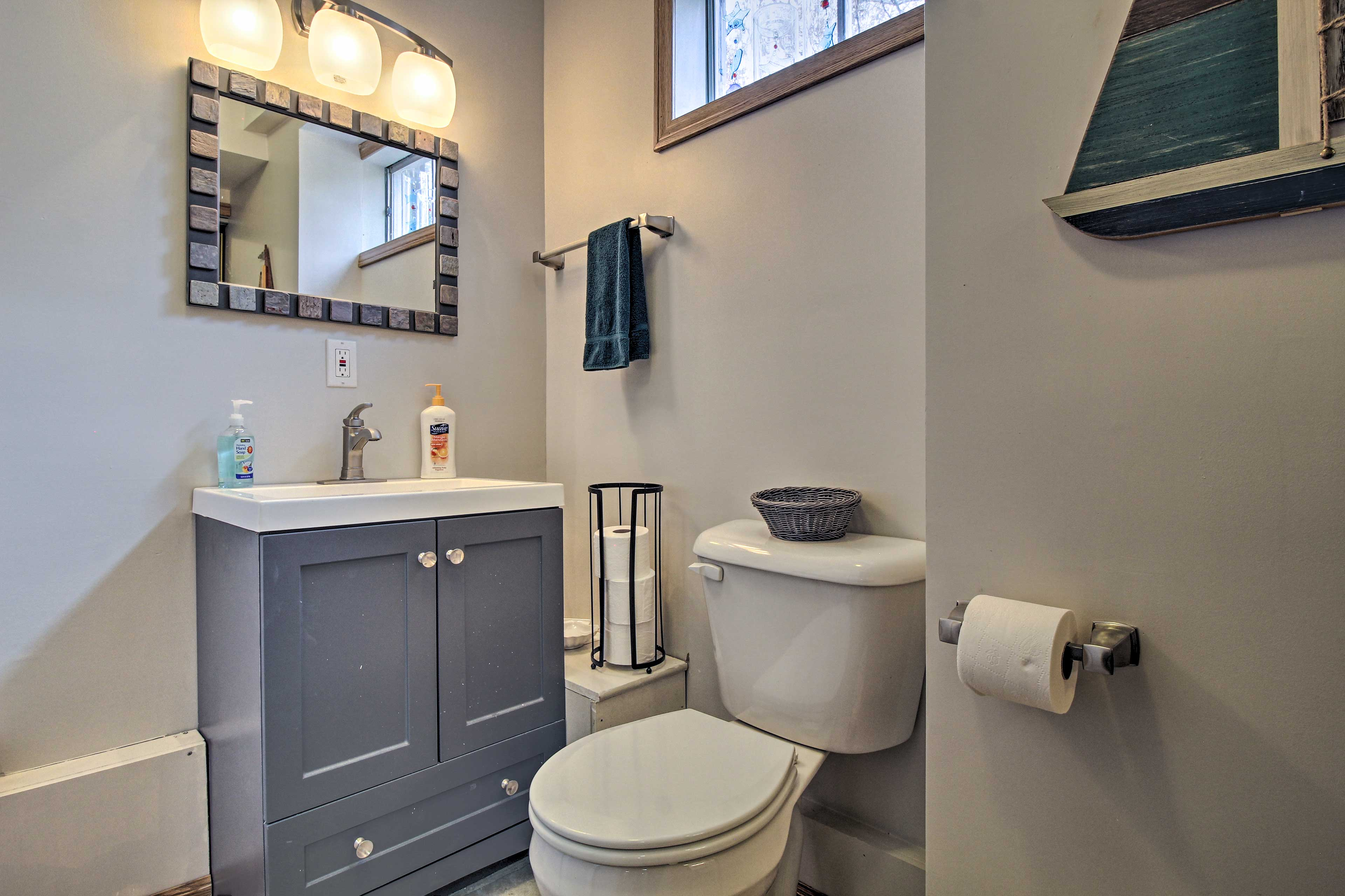 Freshen up in one of the 2.5 bathrooms.