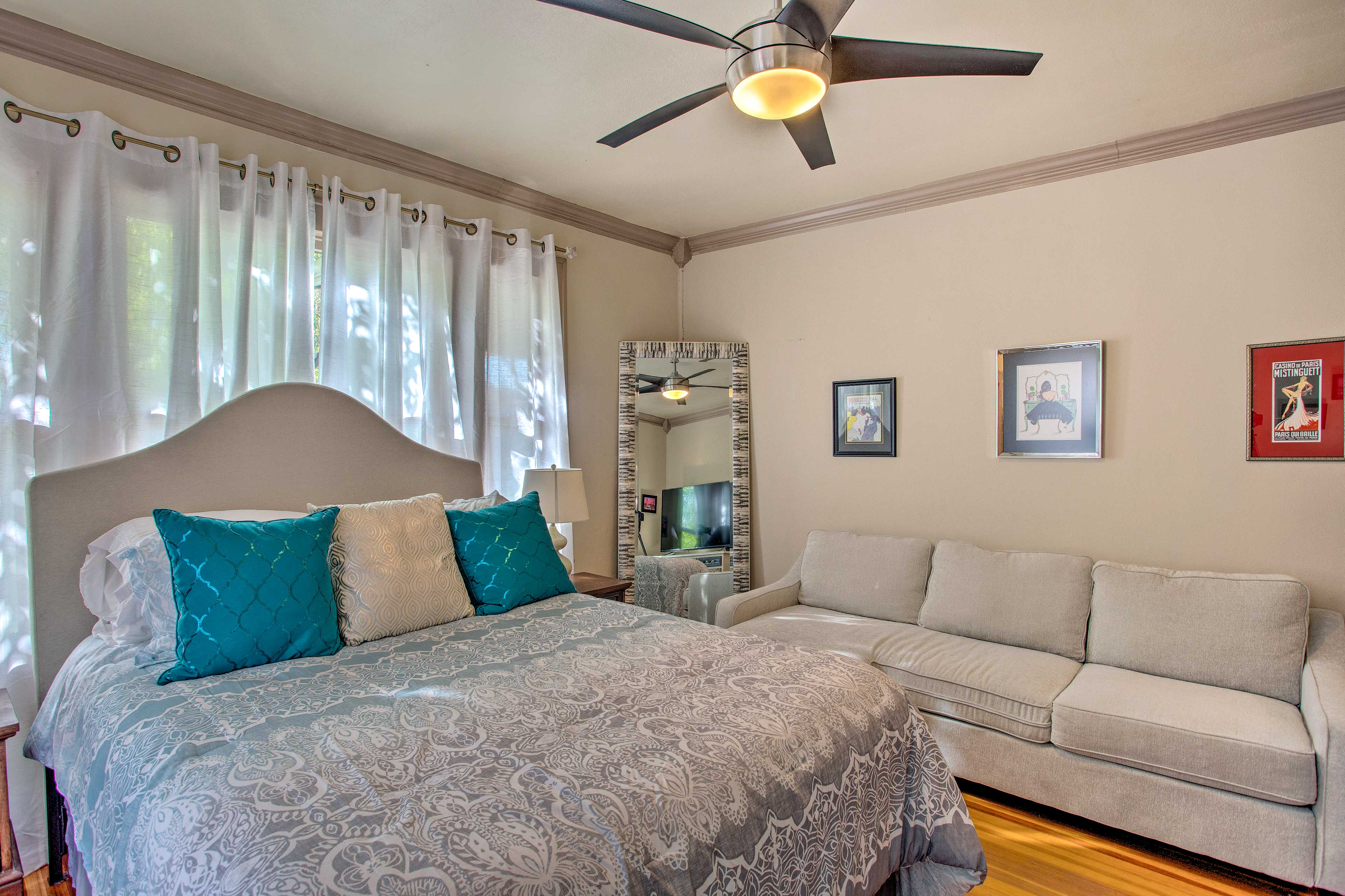 Additional space is available on the air mattress.