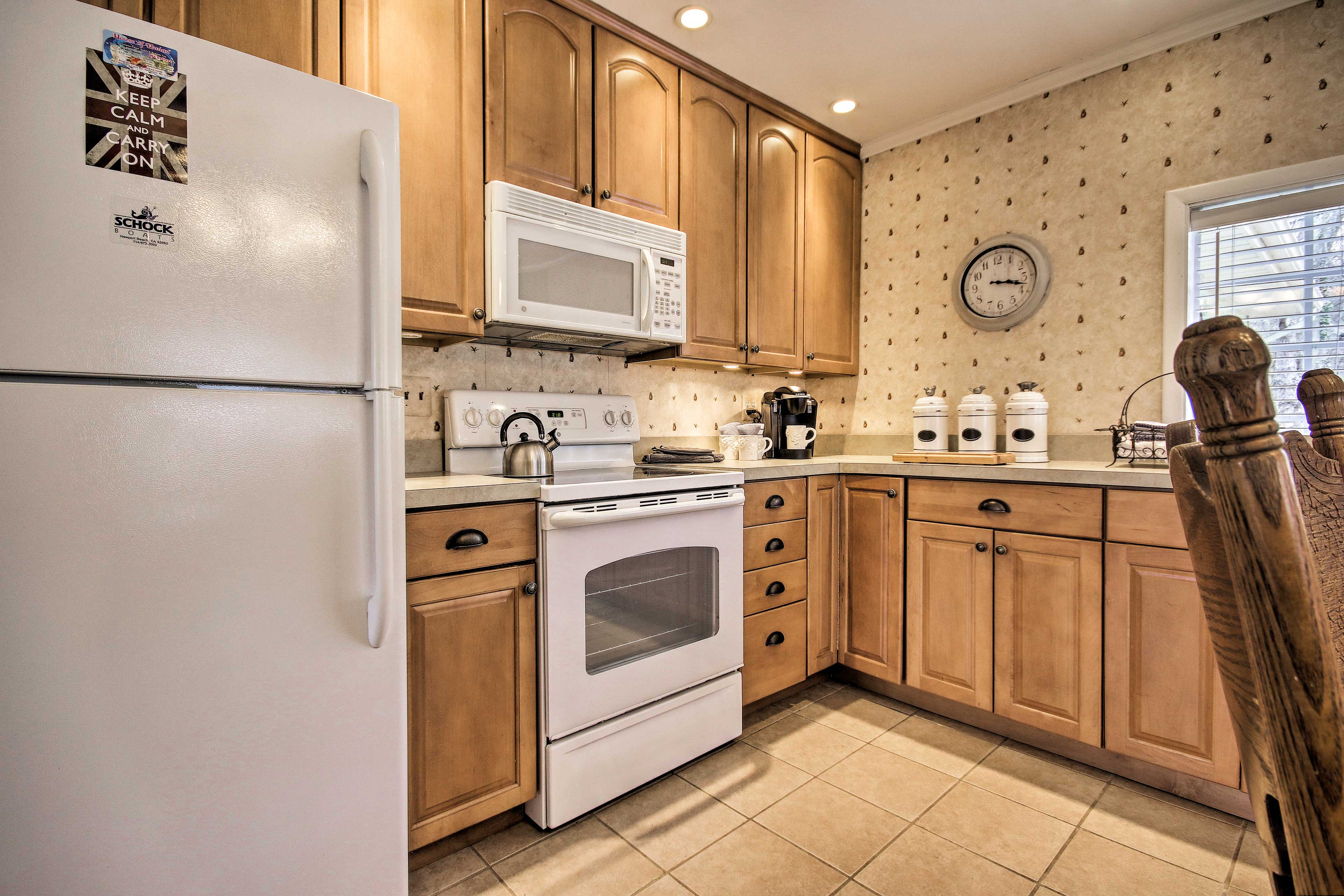 Easily prepare meals in the fully equipped kitchen.