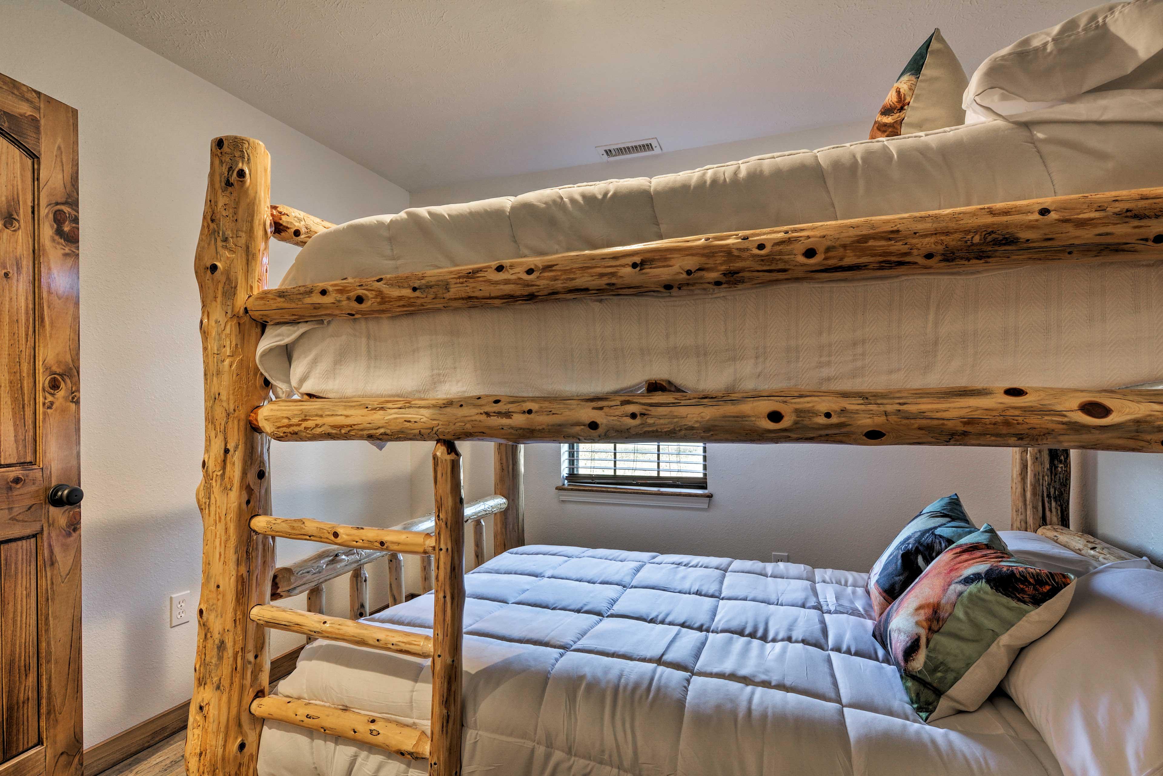 This room sleeps 4.