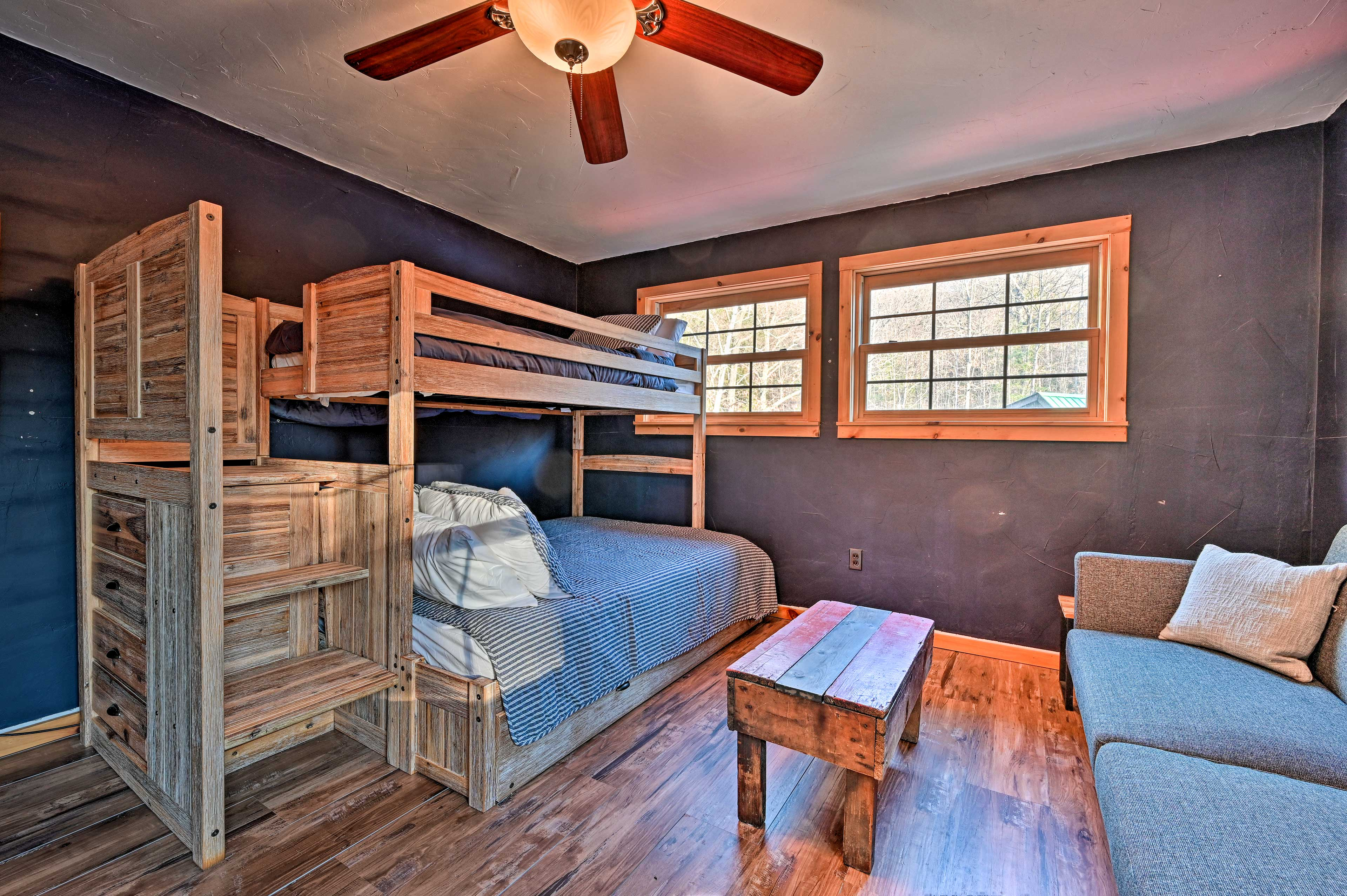 Four guests can sleep soundly in the twin/full bunk bed w/ a twin trundle.