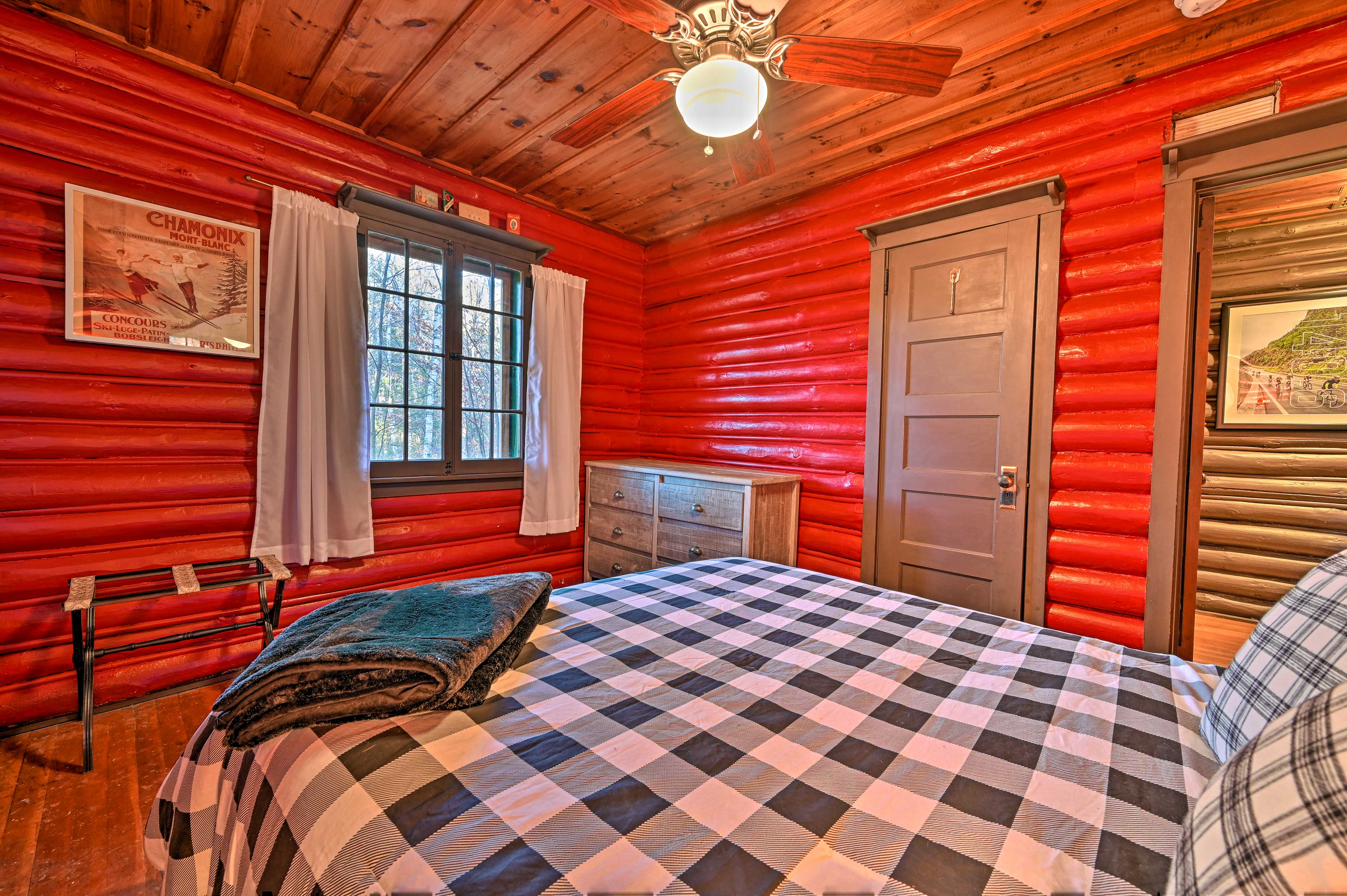 The room is complete with a cozy queen-sized bed.