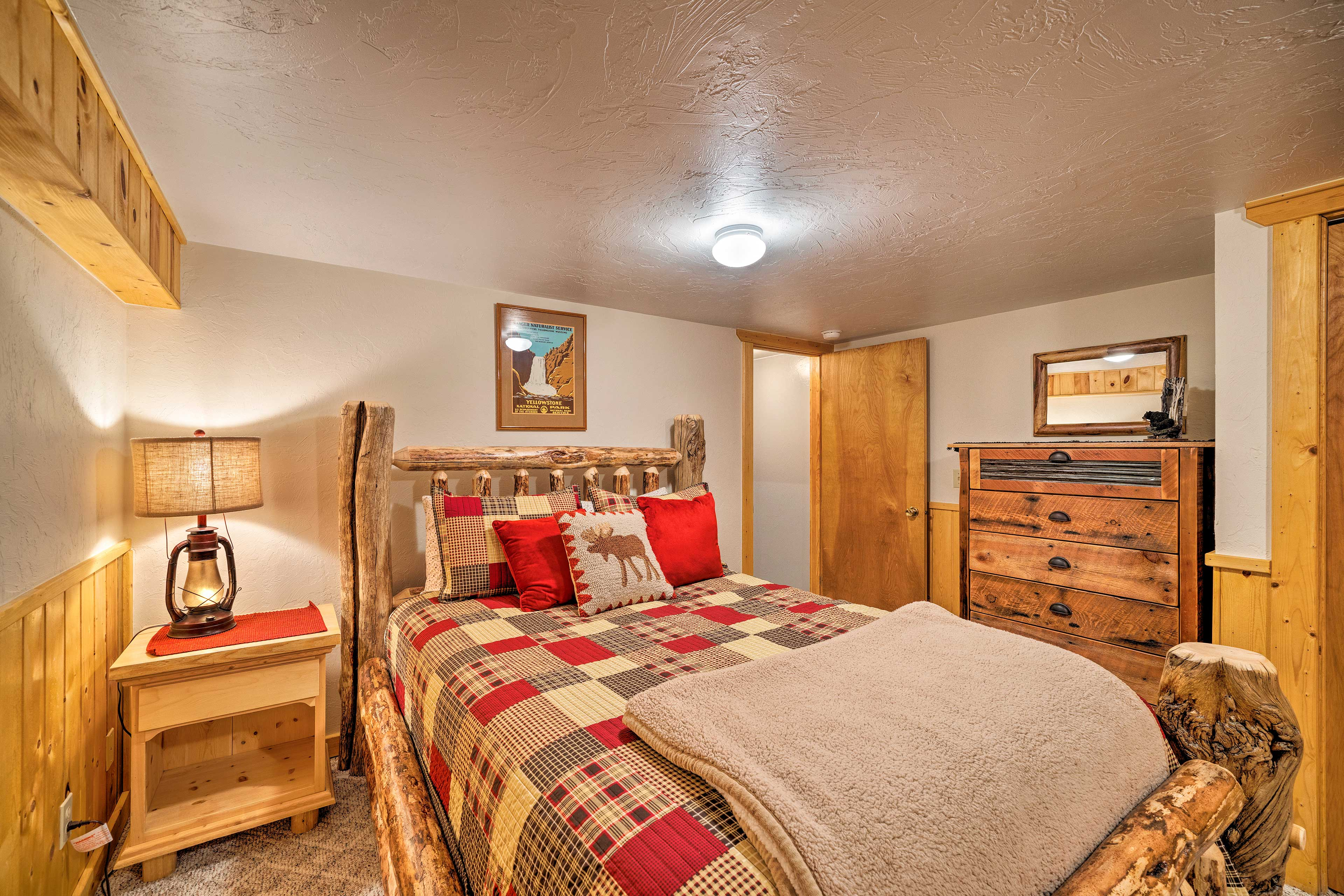 The room includes a queen bed.