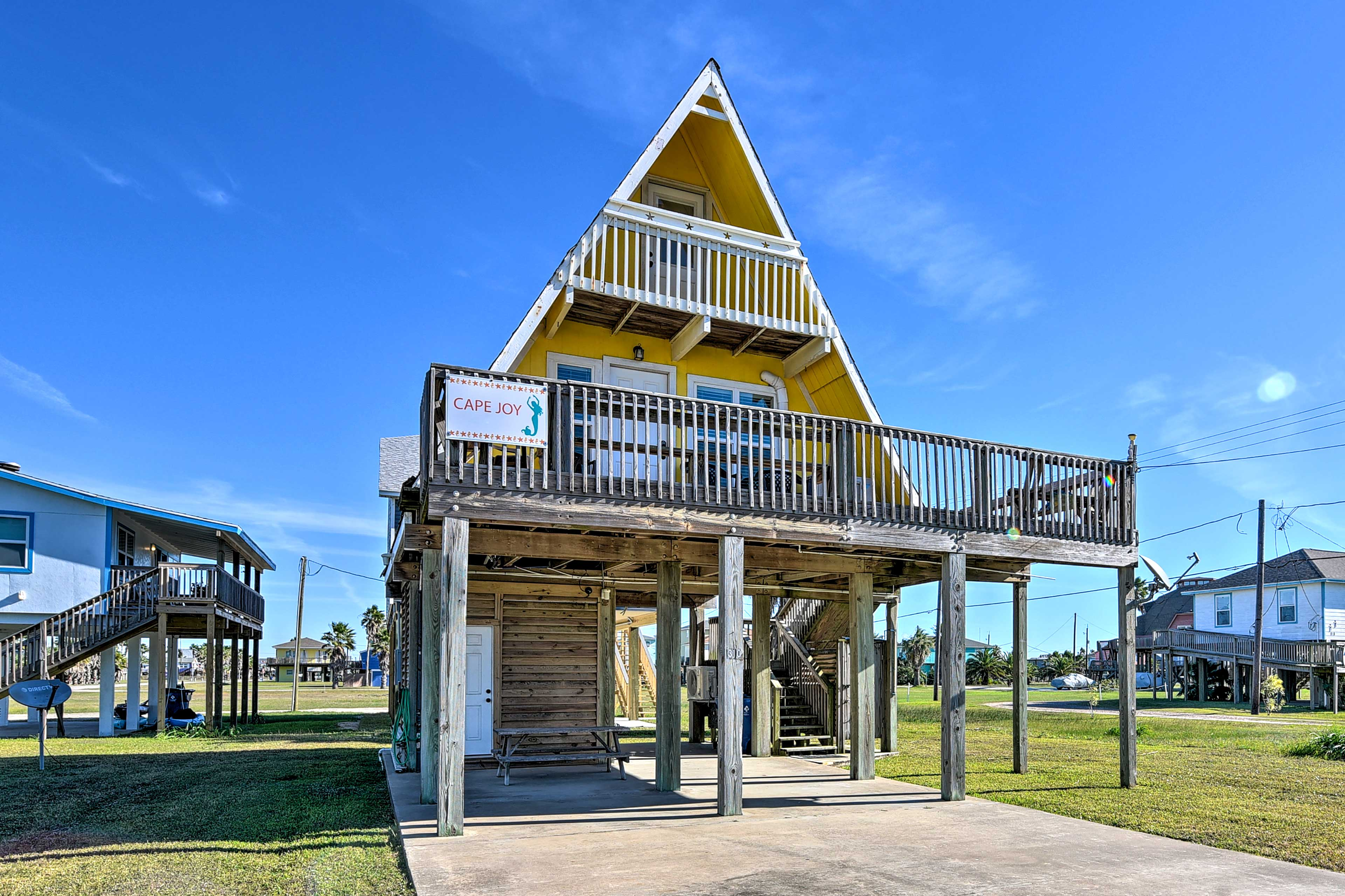 Escape to the shores of Texas with a stay at this 2-bed, 1-bath beach home!