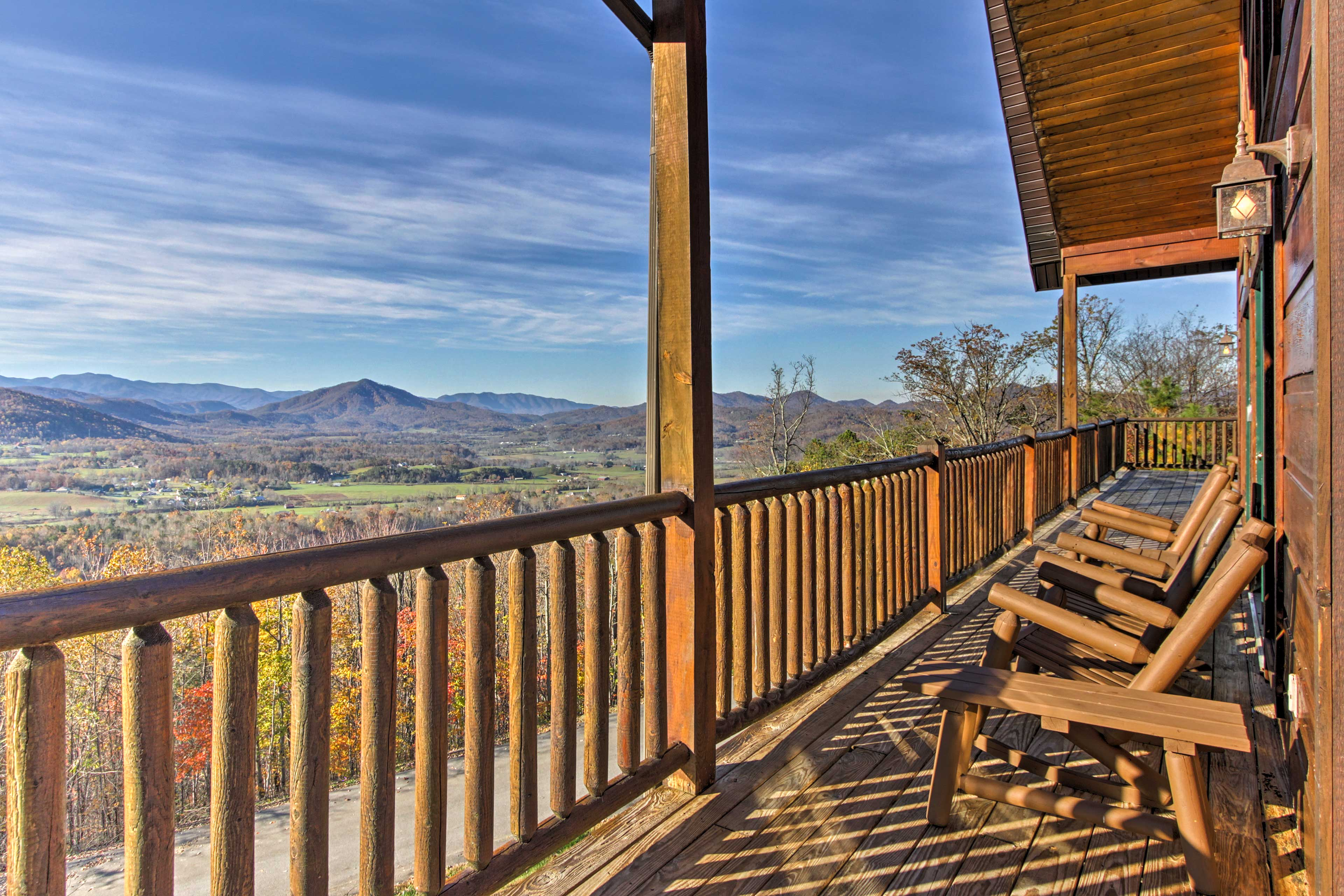 Welcome to 'Beary Viewtiful,' a stunning 5-bed, 4.5-bath vacation rental cabin!