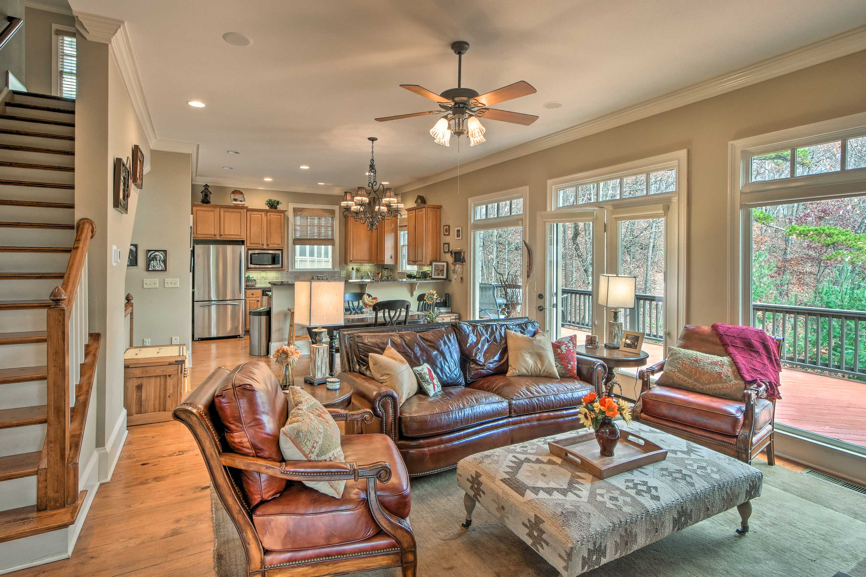 Make yourself at home at this Jasper home, perfect for a group of 7!