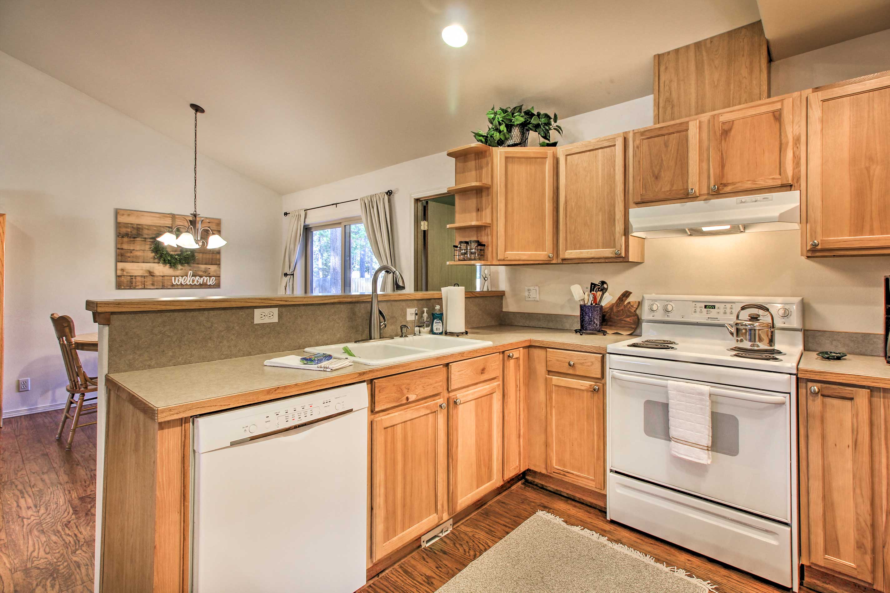 You'll love whipping up your favorite recipes in this fully equipped kitchen.