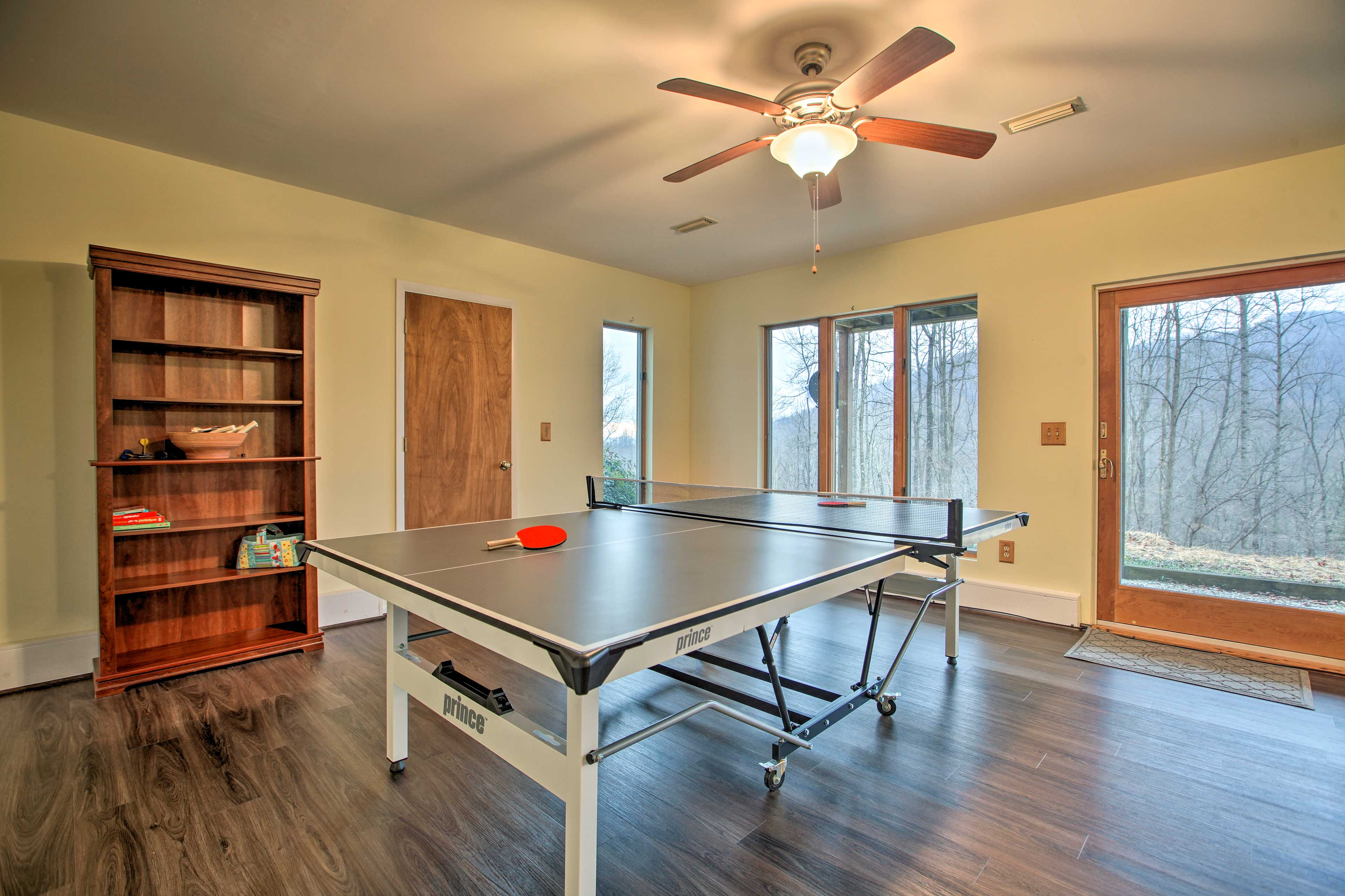 Play a quick game of ping-pong here!