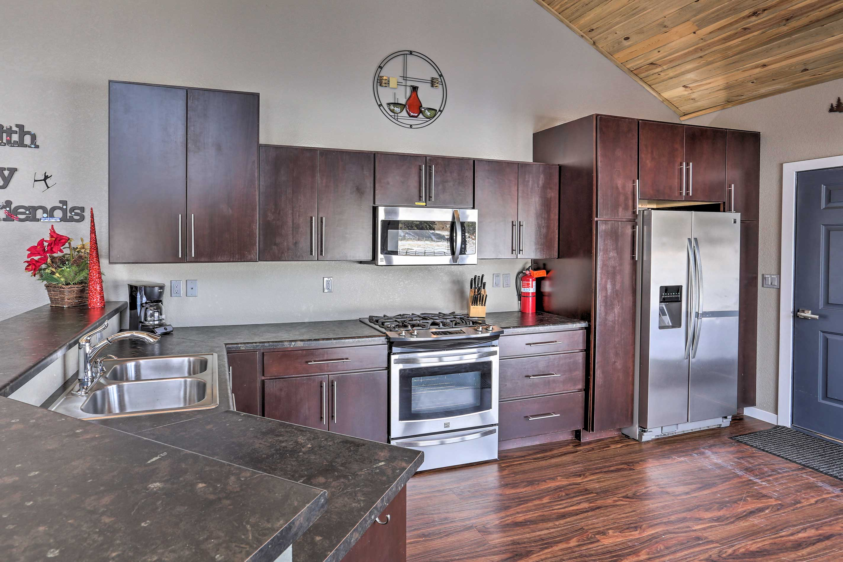 Stainless steel appliances & granite counters can be found in the full kitchen.