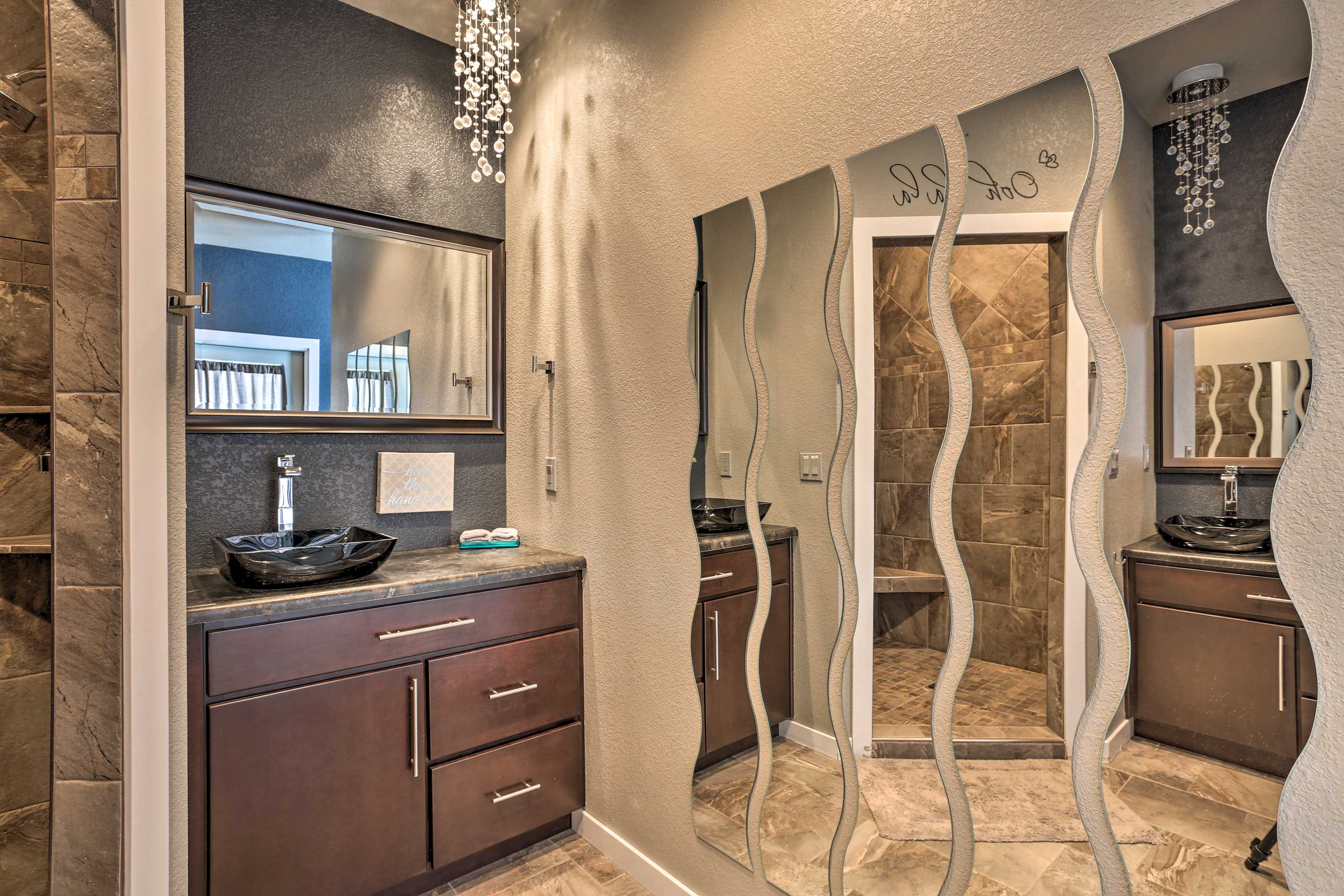 Those staying in the master will have access to this luxurious en-suite bath.