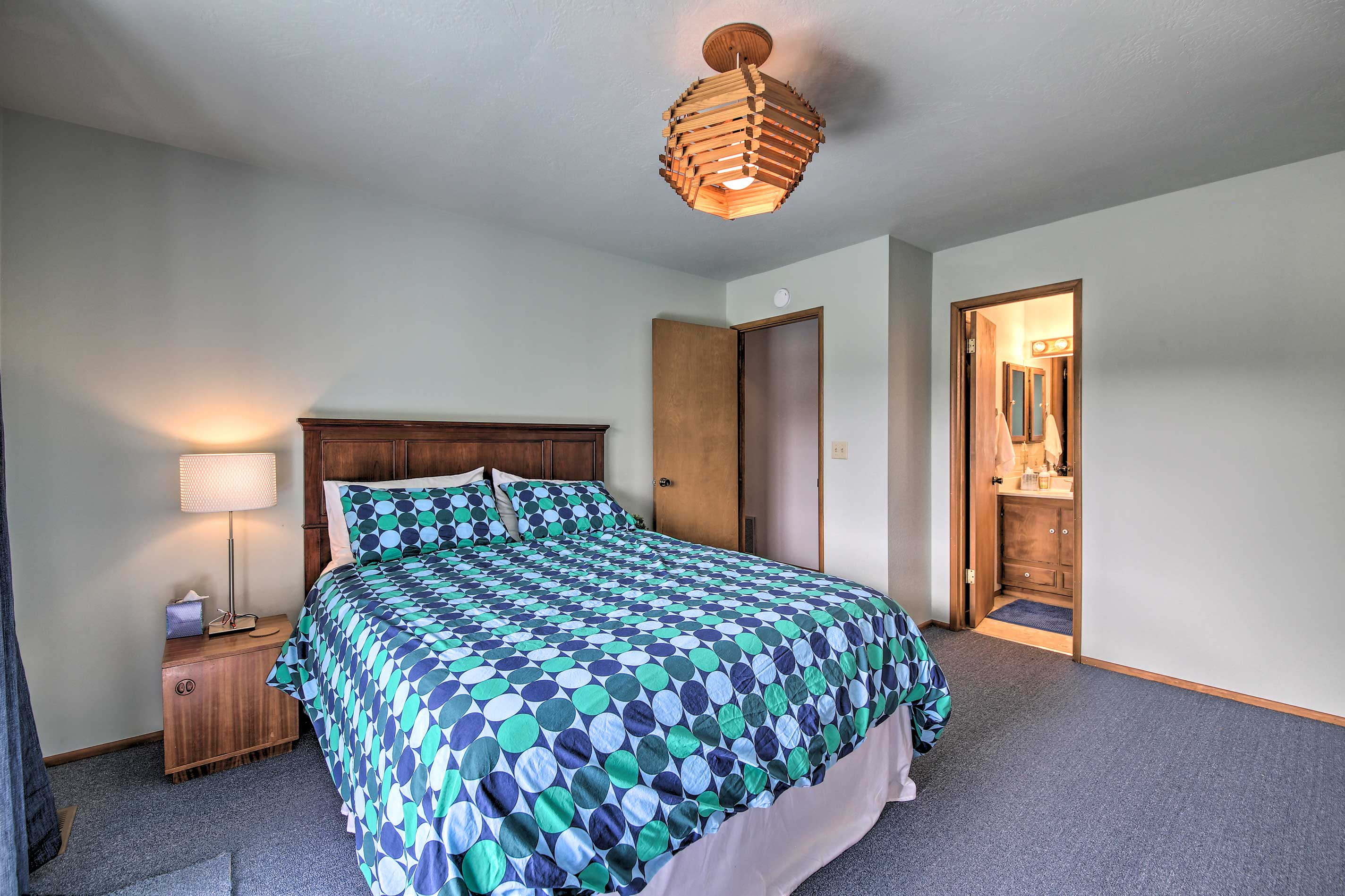 Take advantage of the en-suite bathroom in the master bedroom.