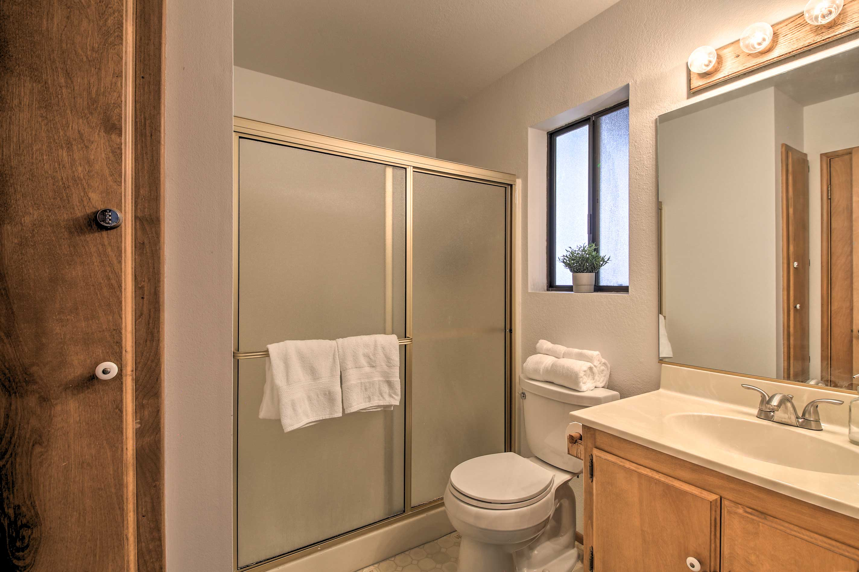 This cabin features a total of 2.5 bathrooms.