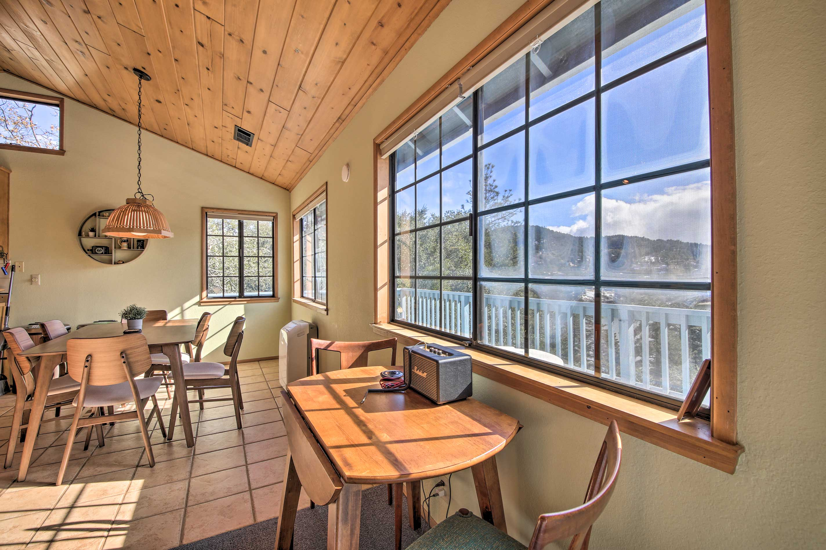 Feel the natural lighting from all angles of the cabin.