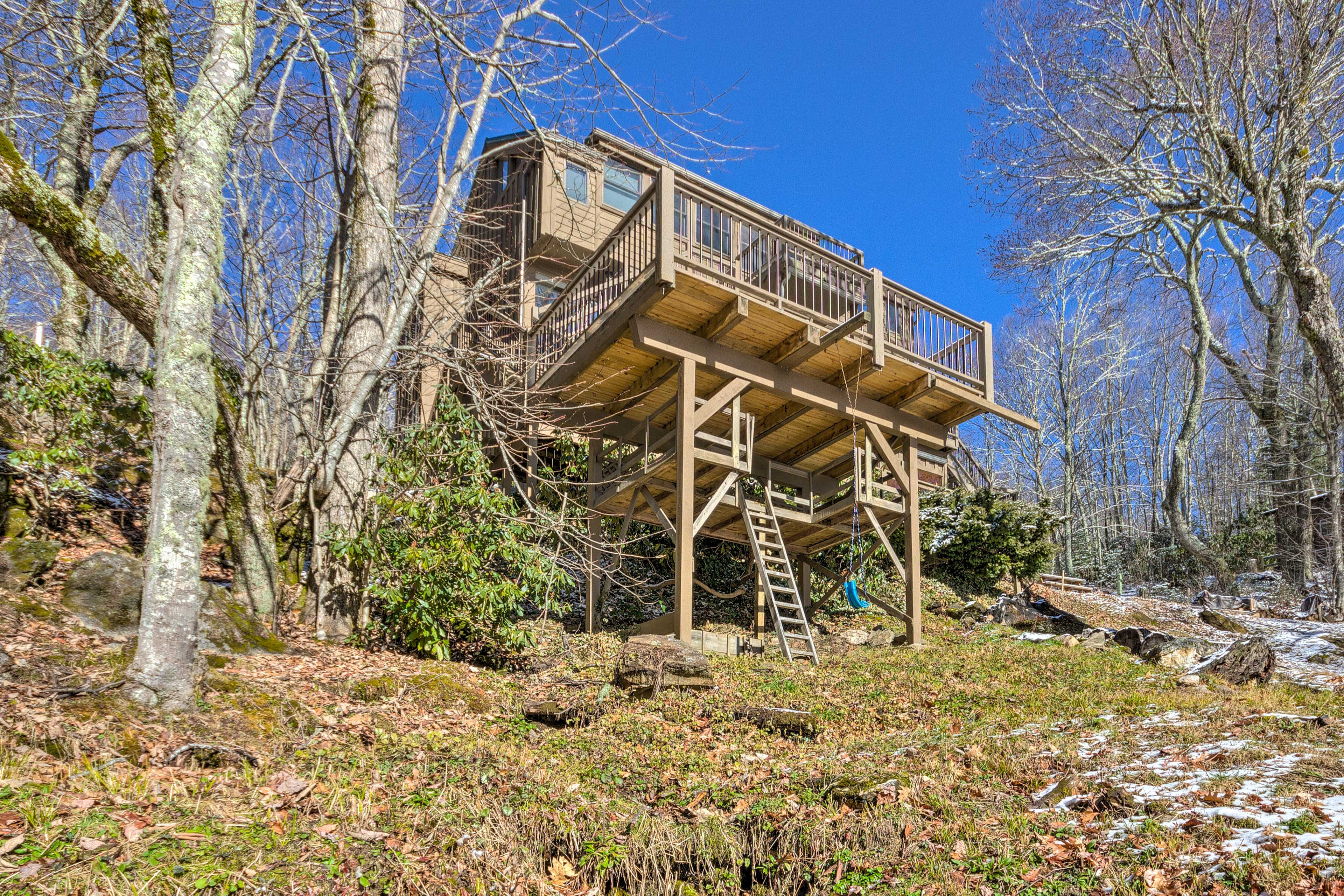 You'll love this fun treehouse-like hilltop retreat!