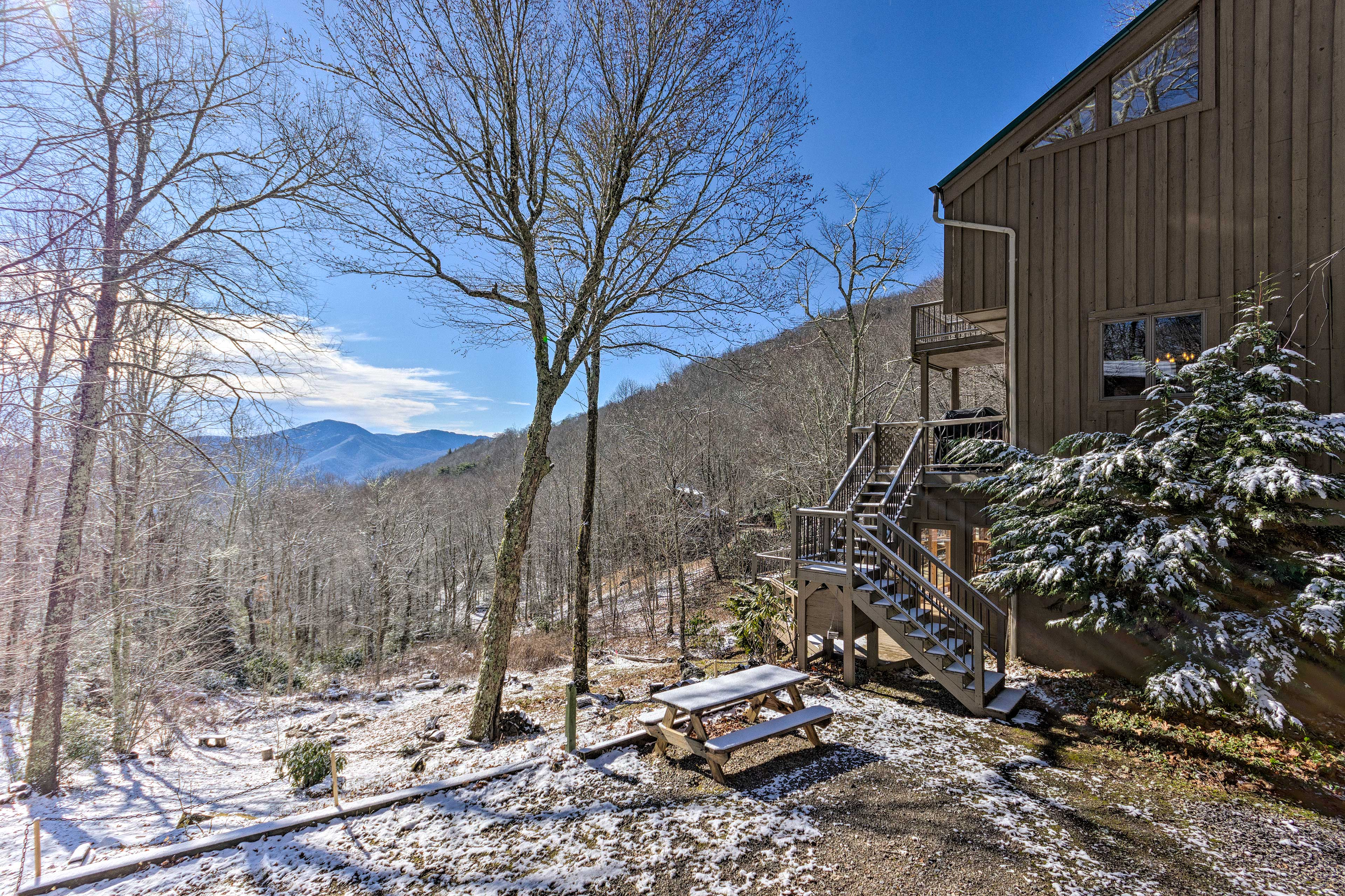 The vacation rental is just a couple minute's drive from Maggie Valley.