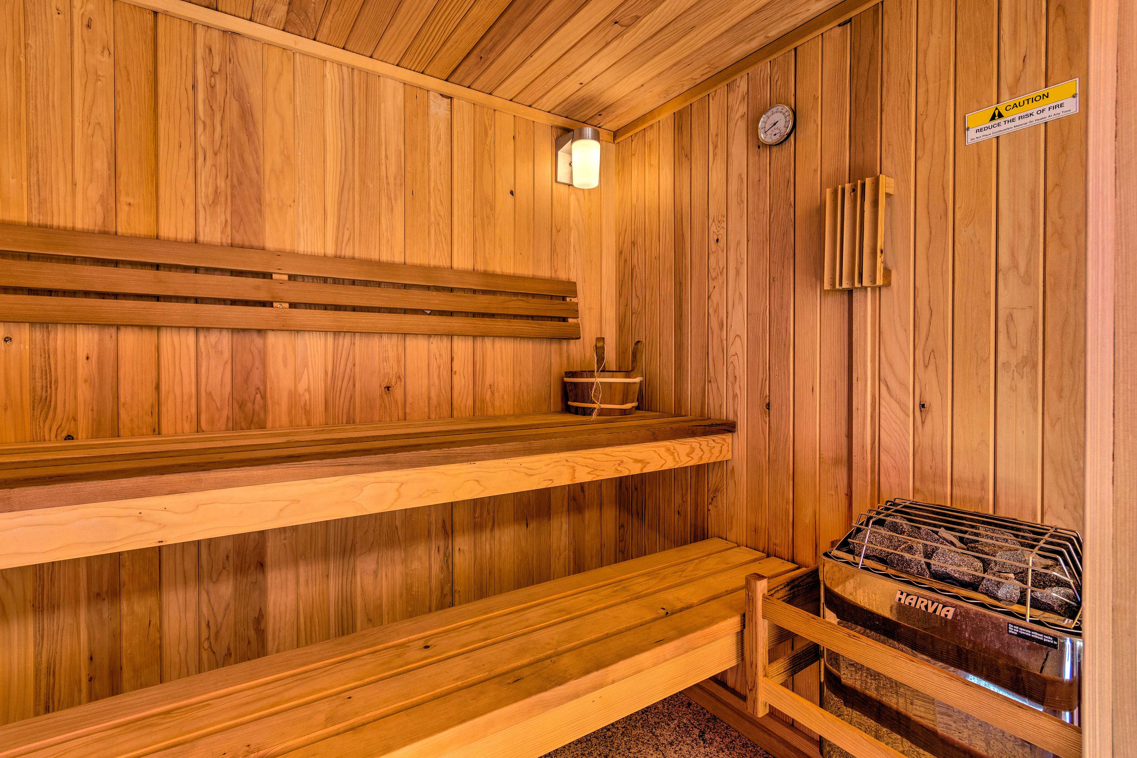 Up to 5 travelers can fit in the sauna at once!