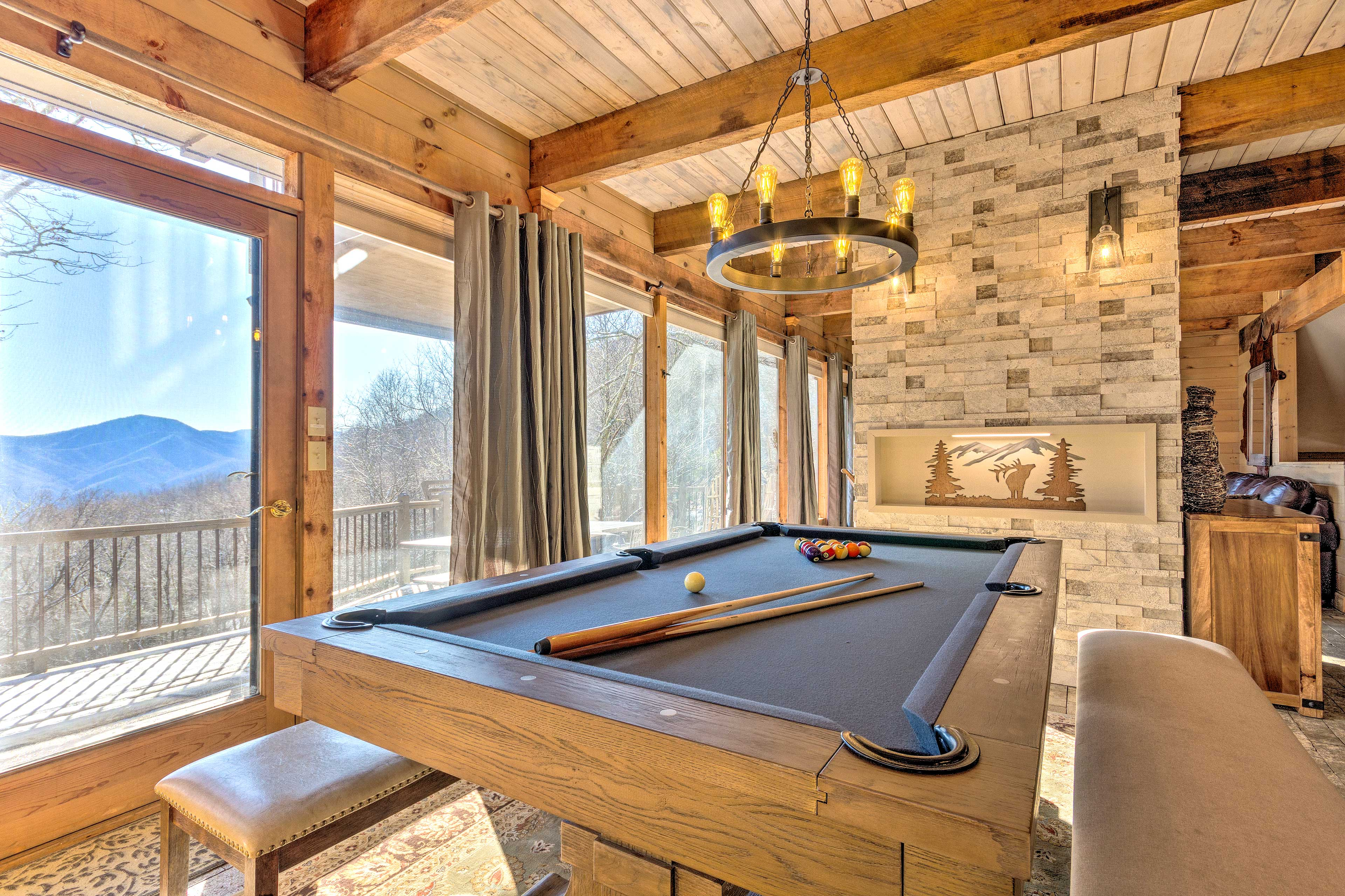 The cabin's interior is beautifully furnished & full of great amenities.