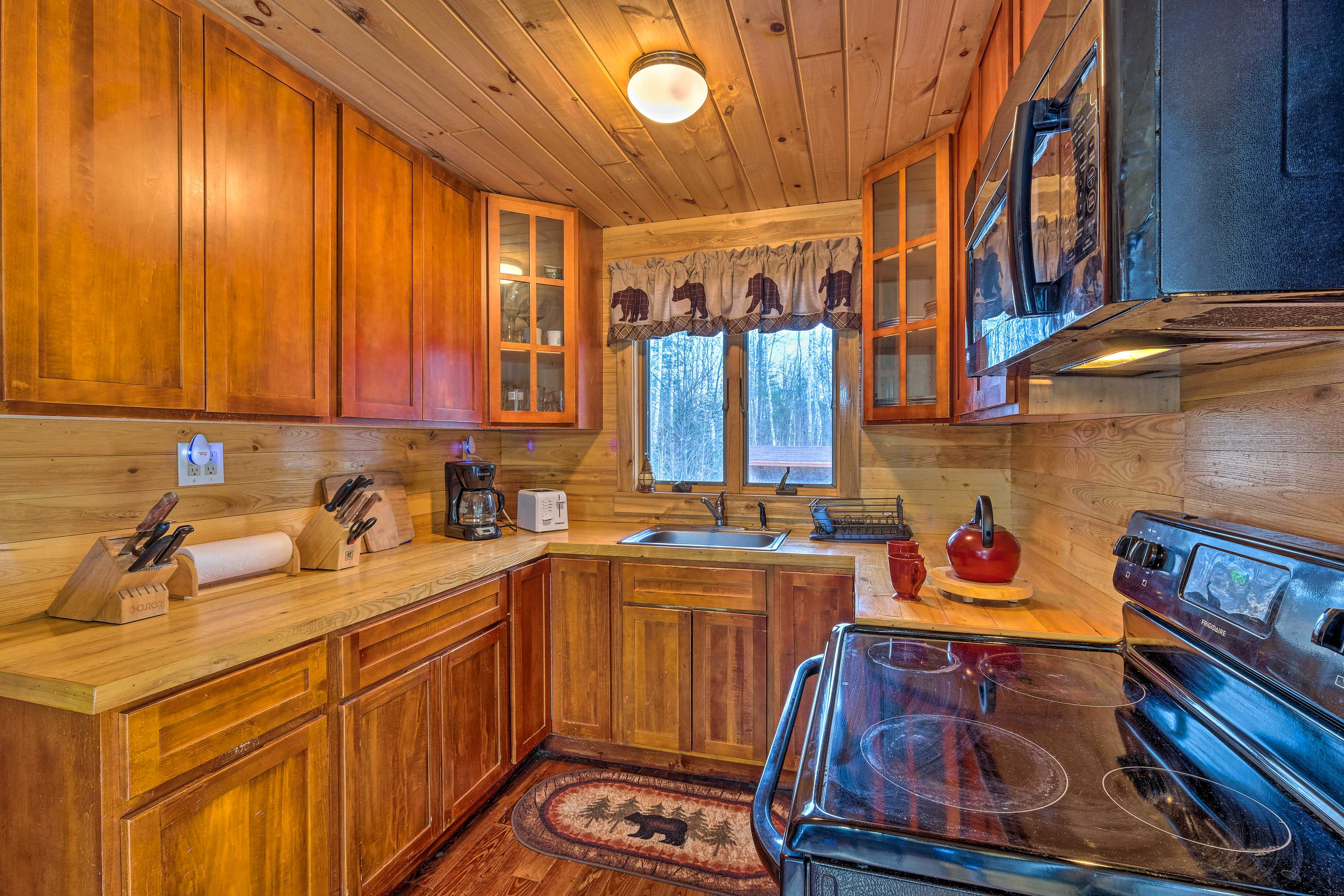 Whip up a meal in the well-equipped kitchen.