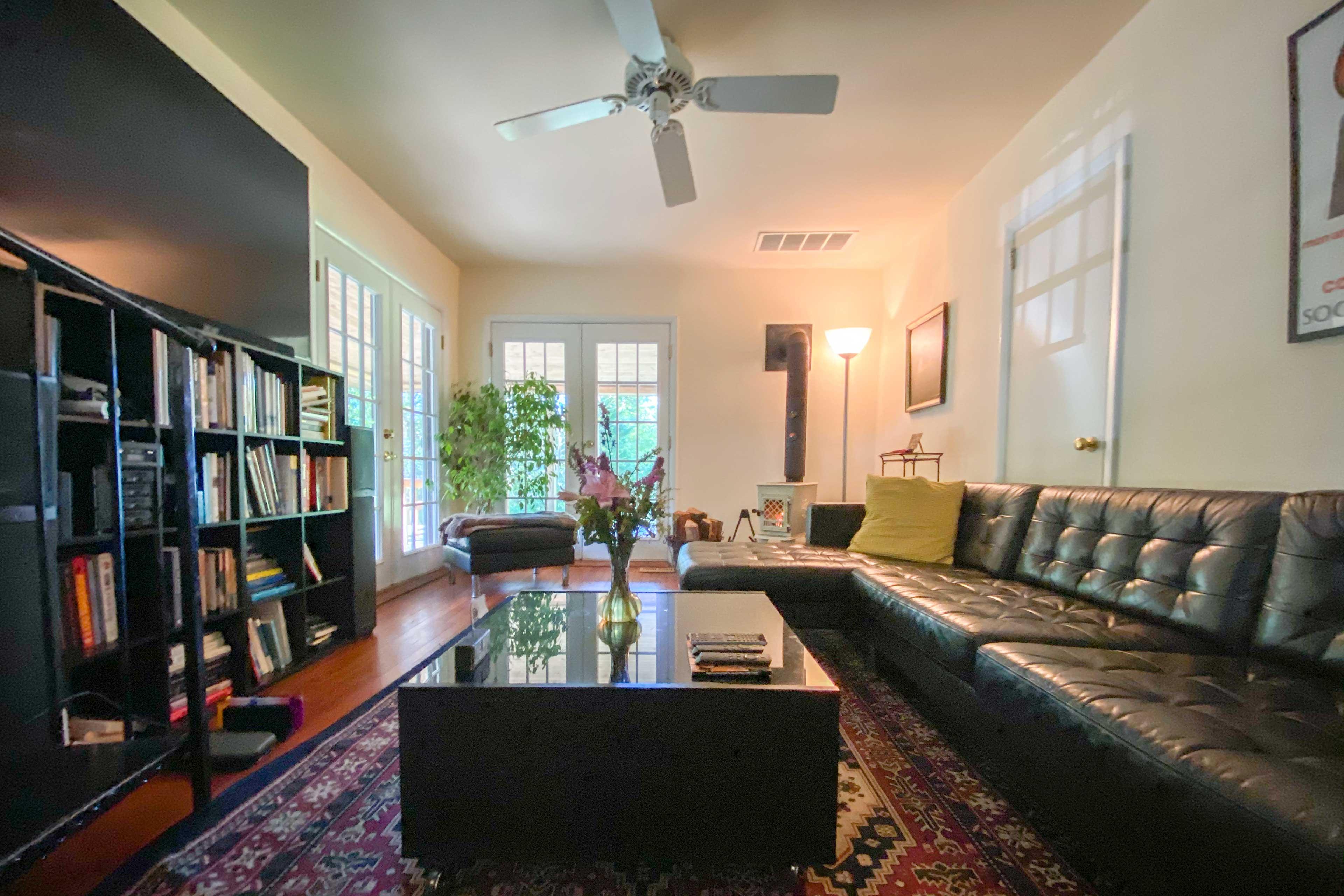 Modern Interior | Smart TV | Wood-Burning Fireplace