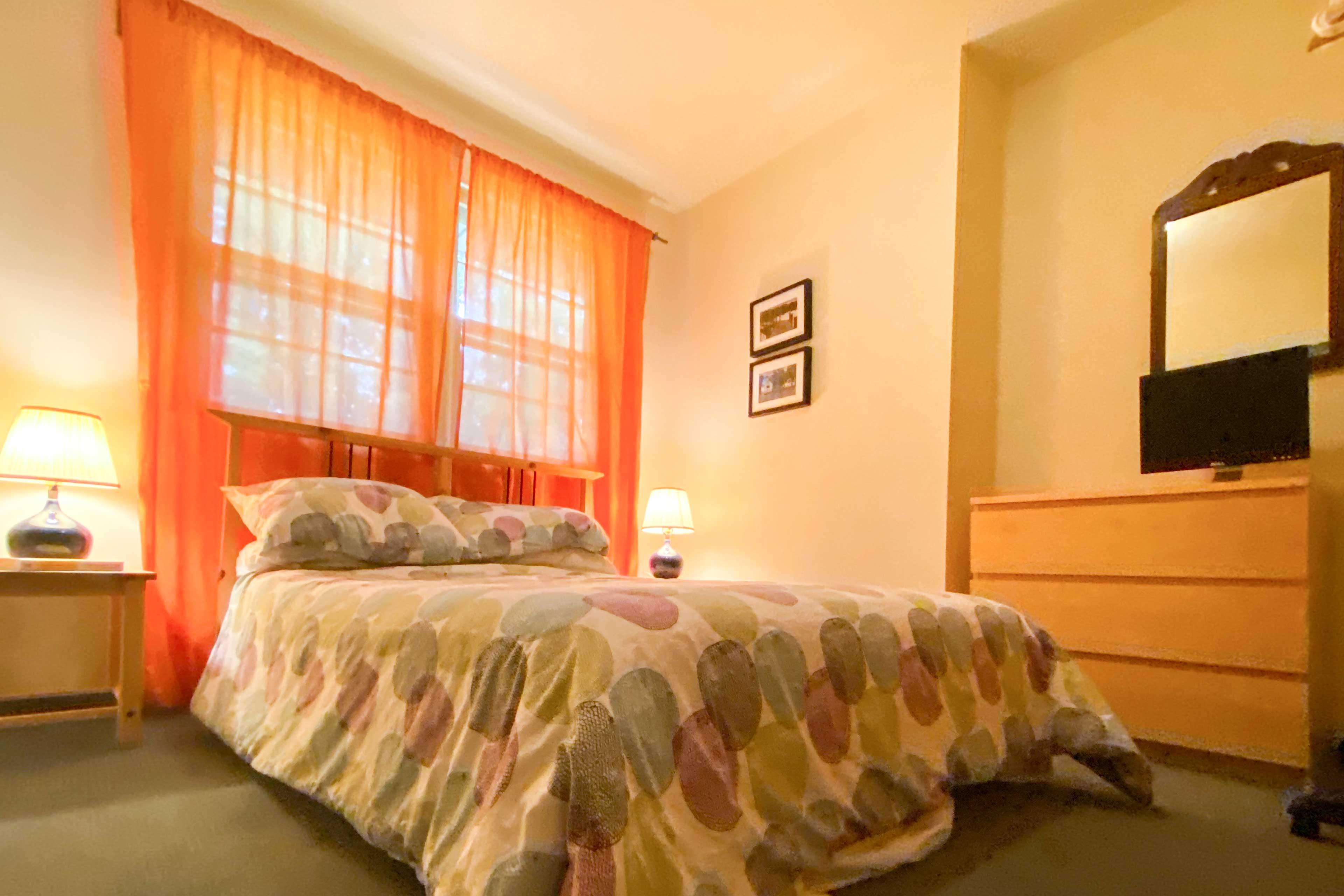 Bedroom 2 | Queen Bed | TV