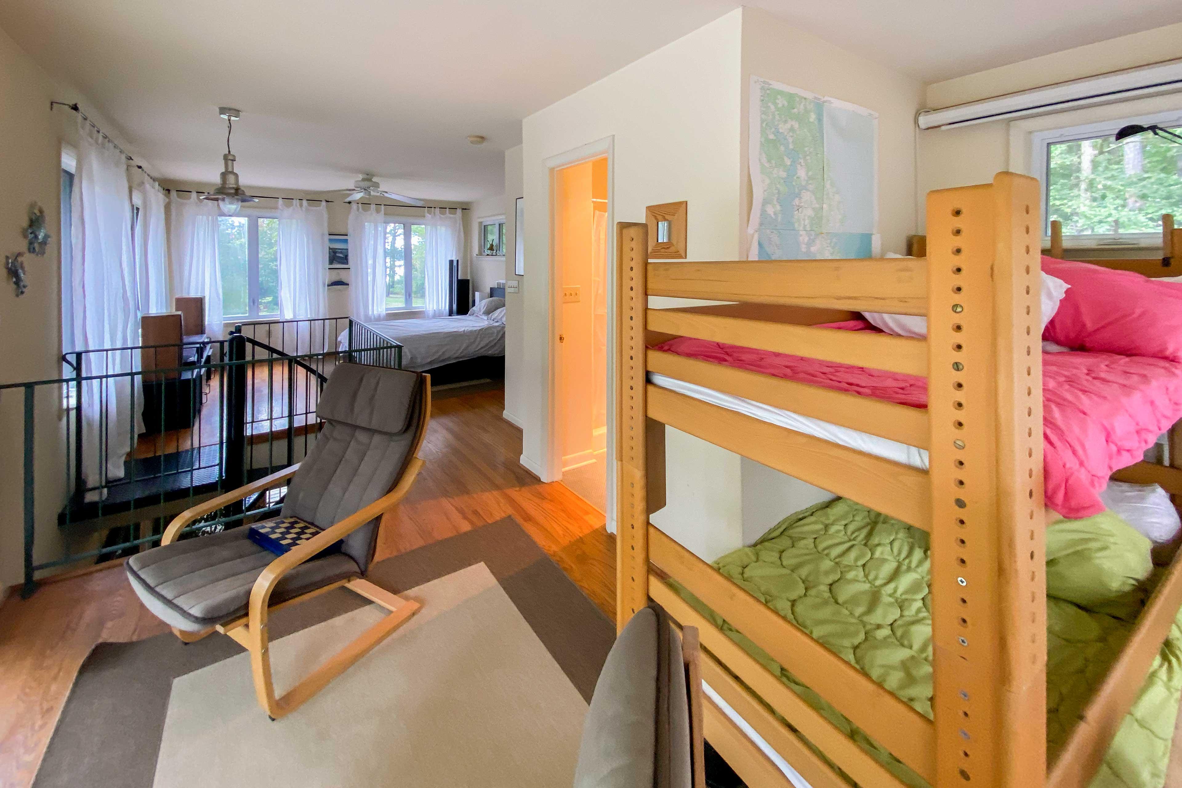 Loft | Twin Bunk Beds | Kid Friendly