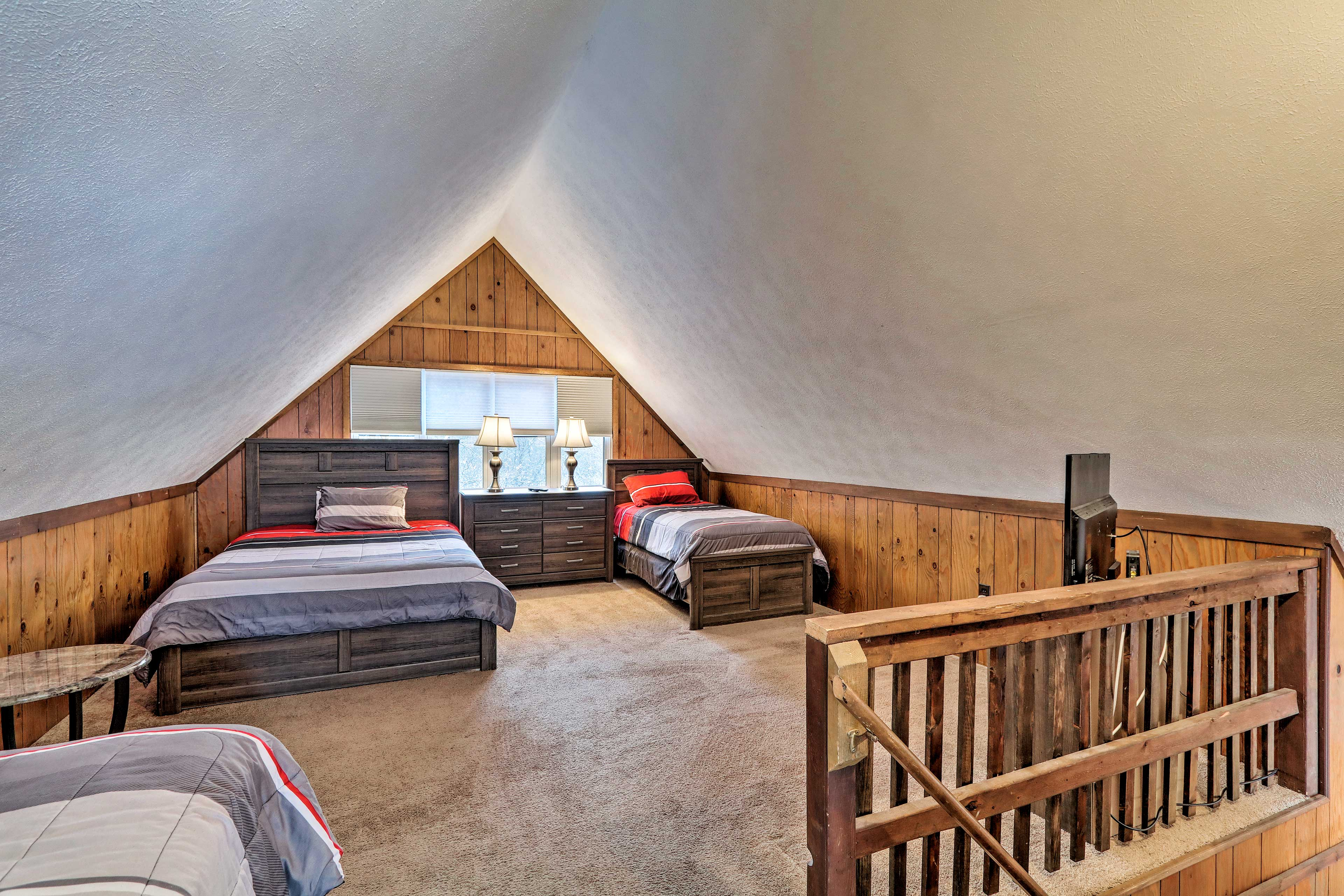 This loft has a queen bed and 2 full beds.
