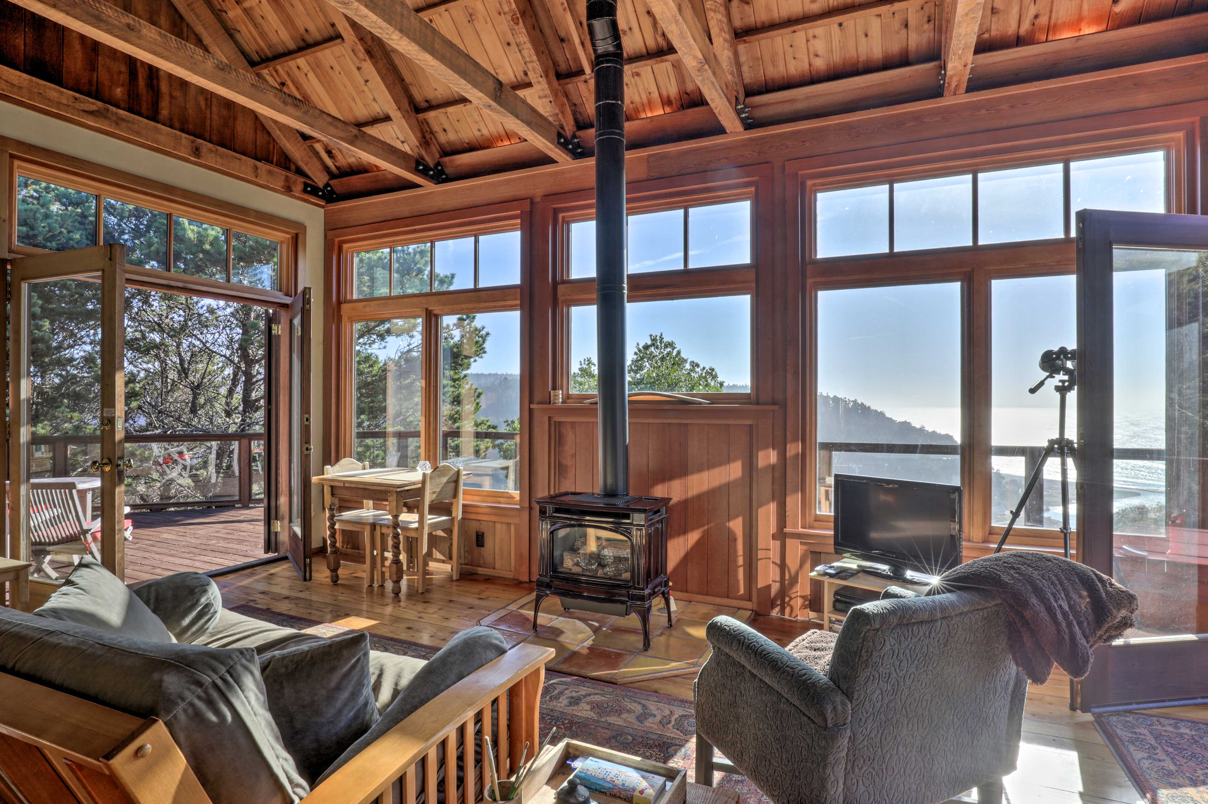 This 1-bedroom, 1-bath vacation rental sits on a hilltop in Albion!