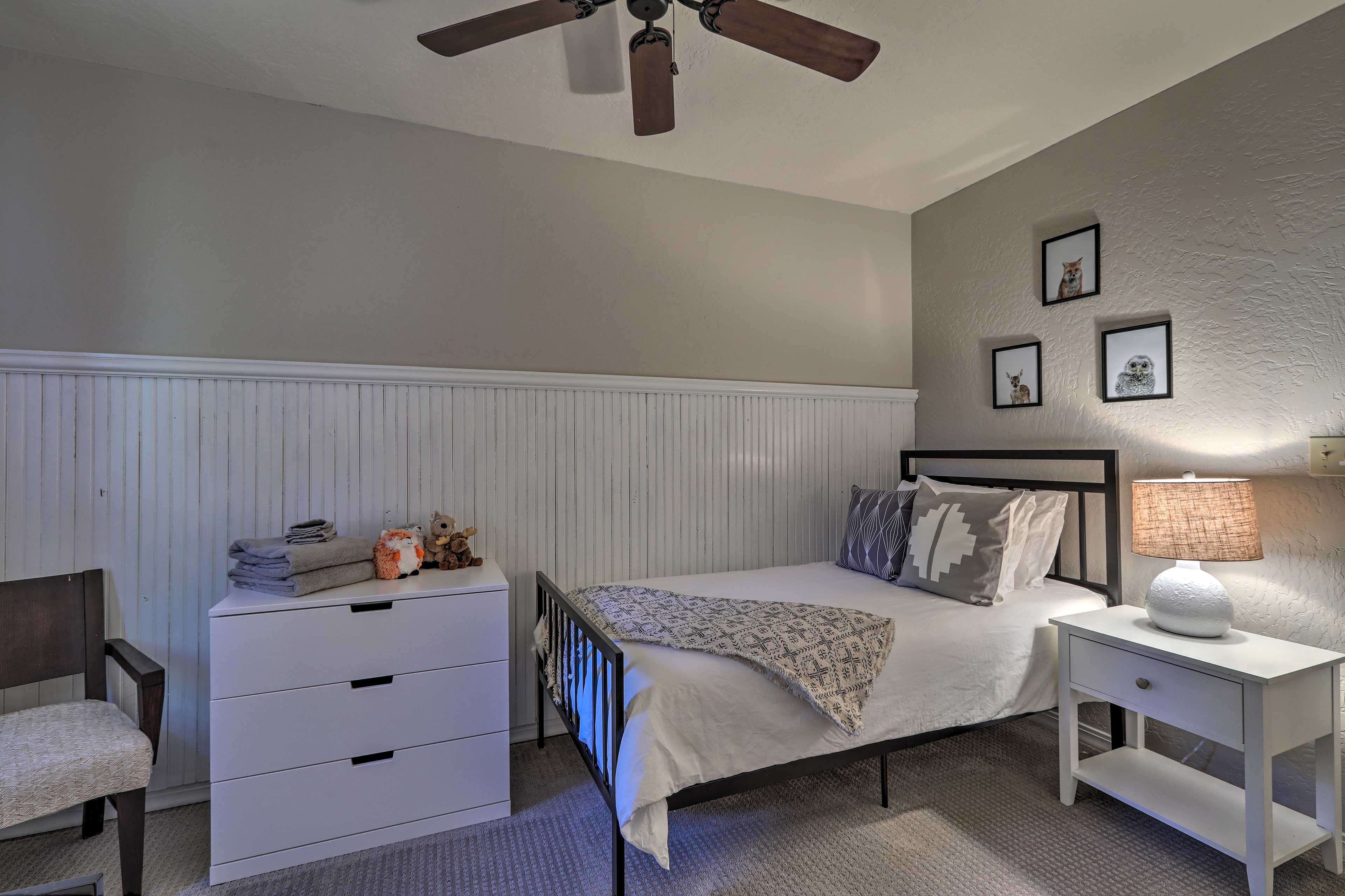 The fifth bedroom also has a set of twin beds.