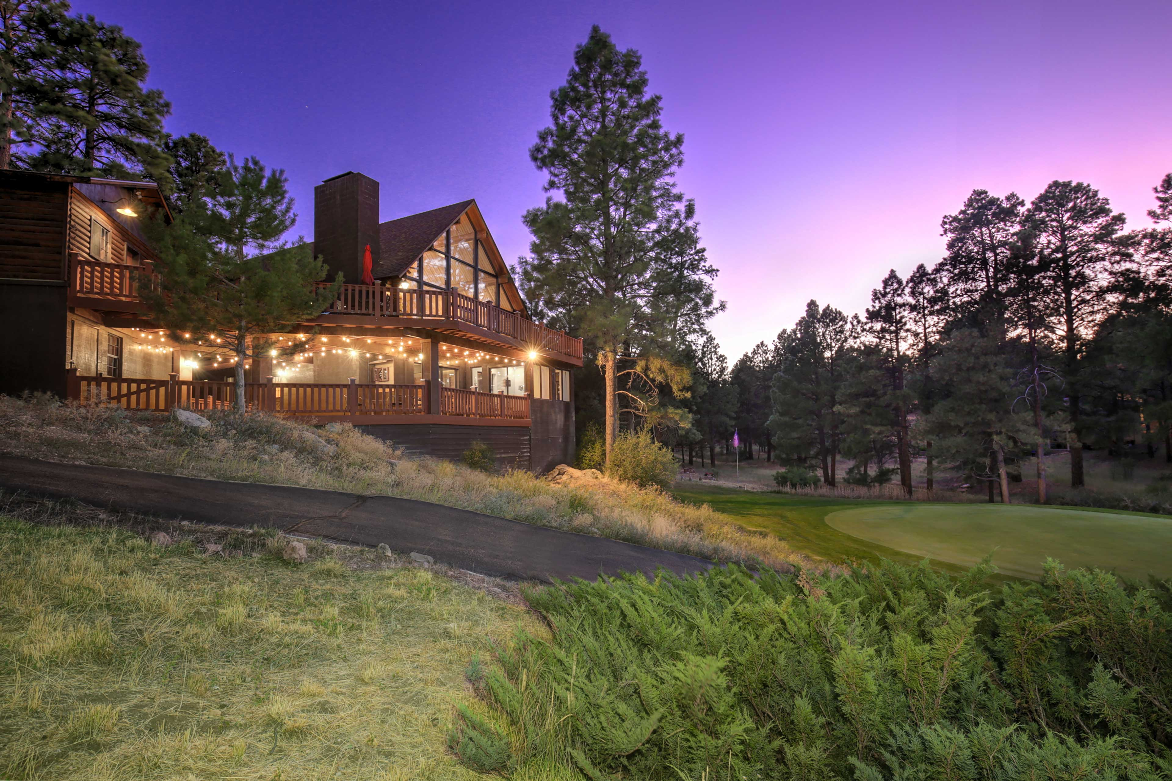 Plan your Flagstaff trip to this pristine cabin on the Continental Golf Course!