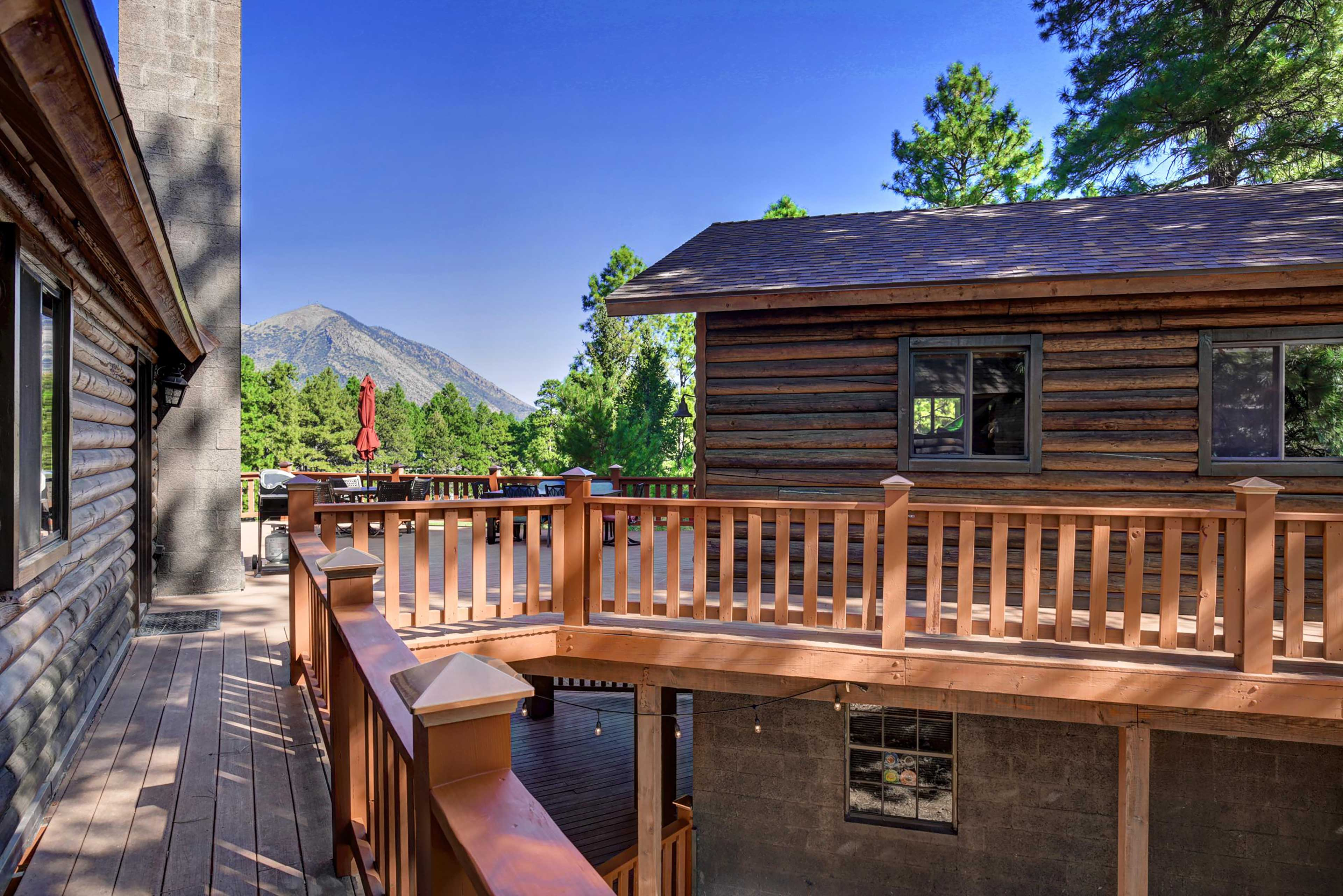 You'll love every second spent at this high-end Flagstaff home base!