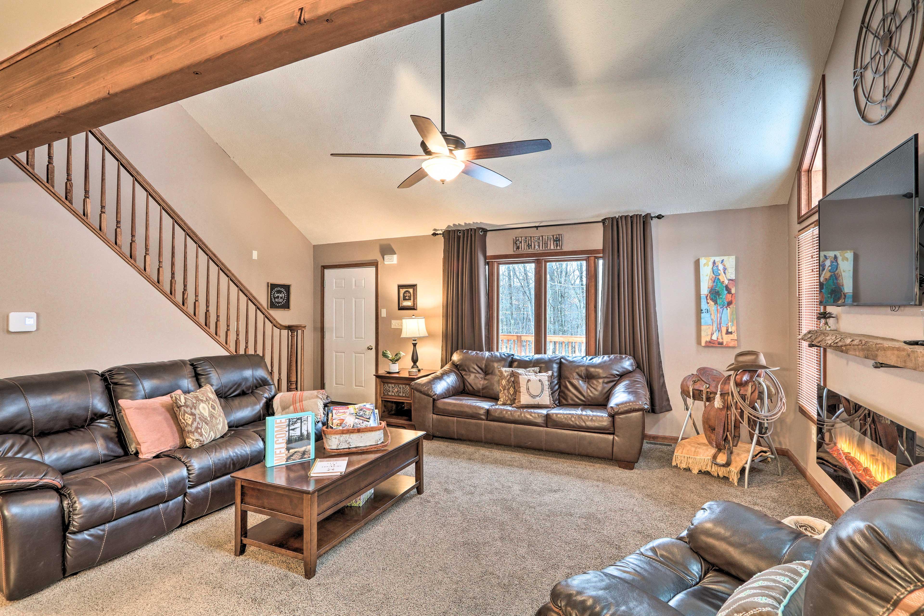 Living Room   Vaulted Ceiling   Exposed Wood Beam