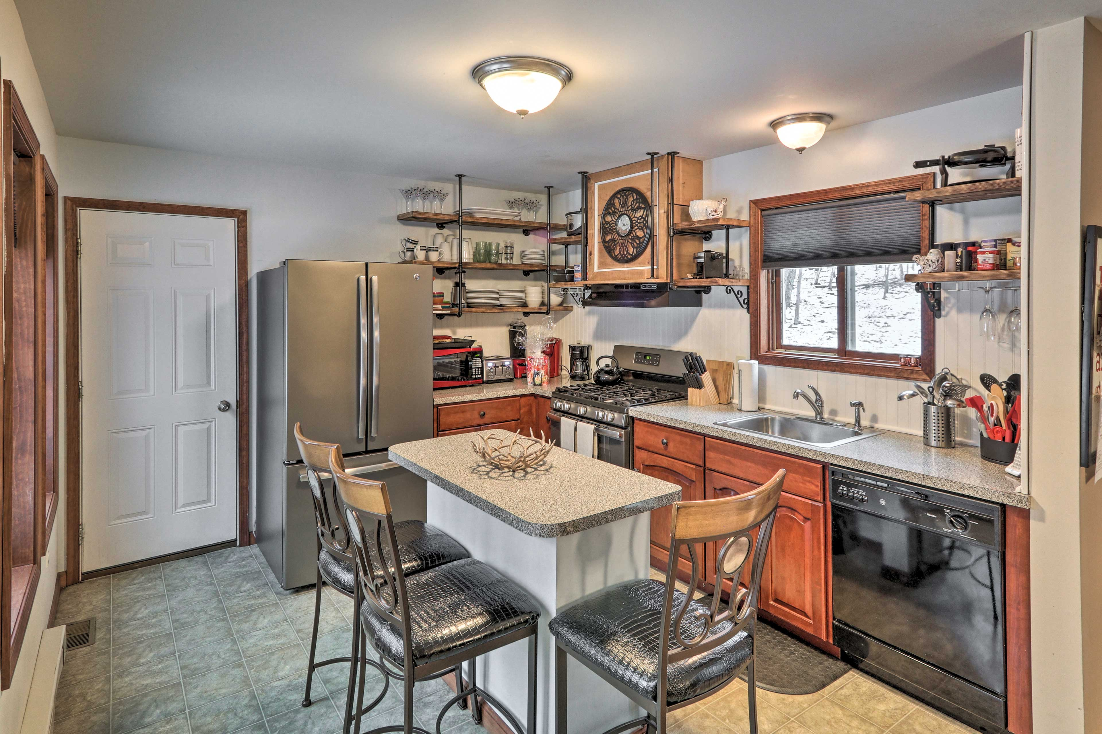 Fully Equipped Kitchen   Dishwasher   Breakfast Bar